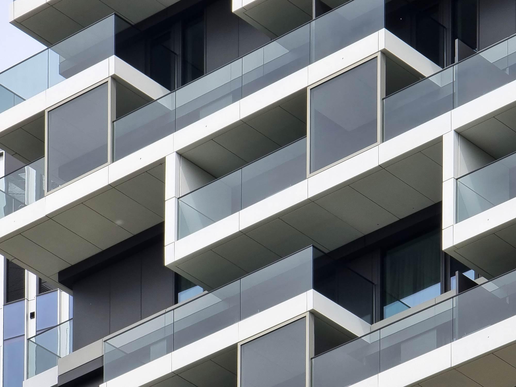 140 West FFM - Balkone und Fassade - One Forty West - Mai 2021