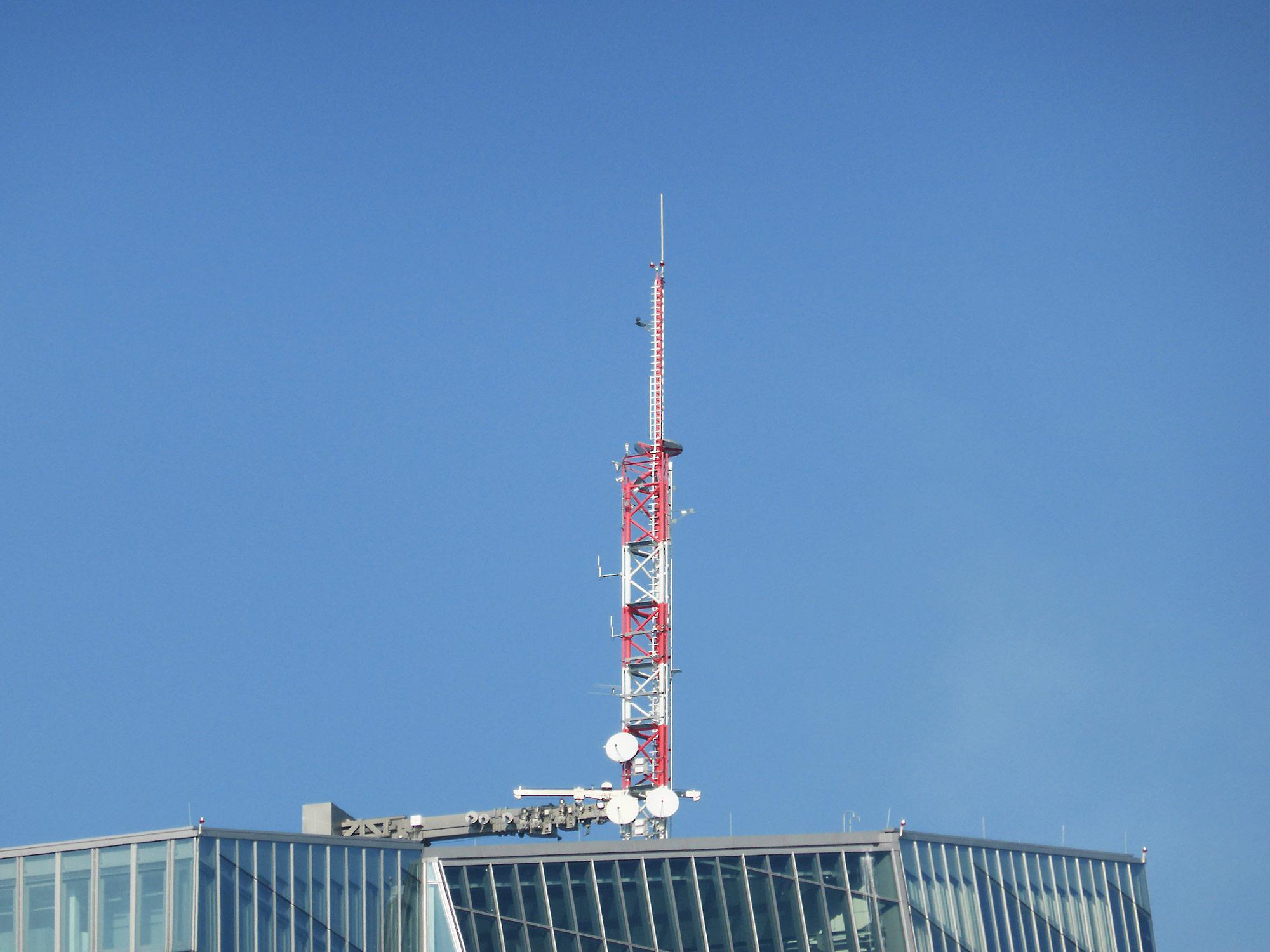 Antenne am Hochhaus der EZB in Frankfurt - Dach der EZB