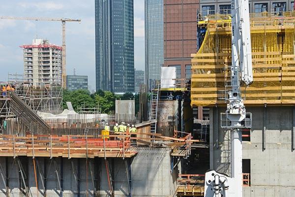 In Frankfurt sind viele Hochhäuser gleichzeitig im Bau