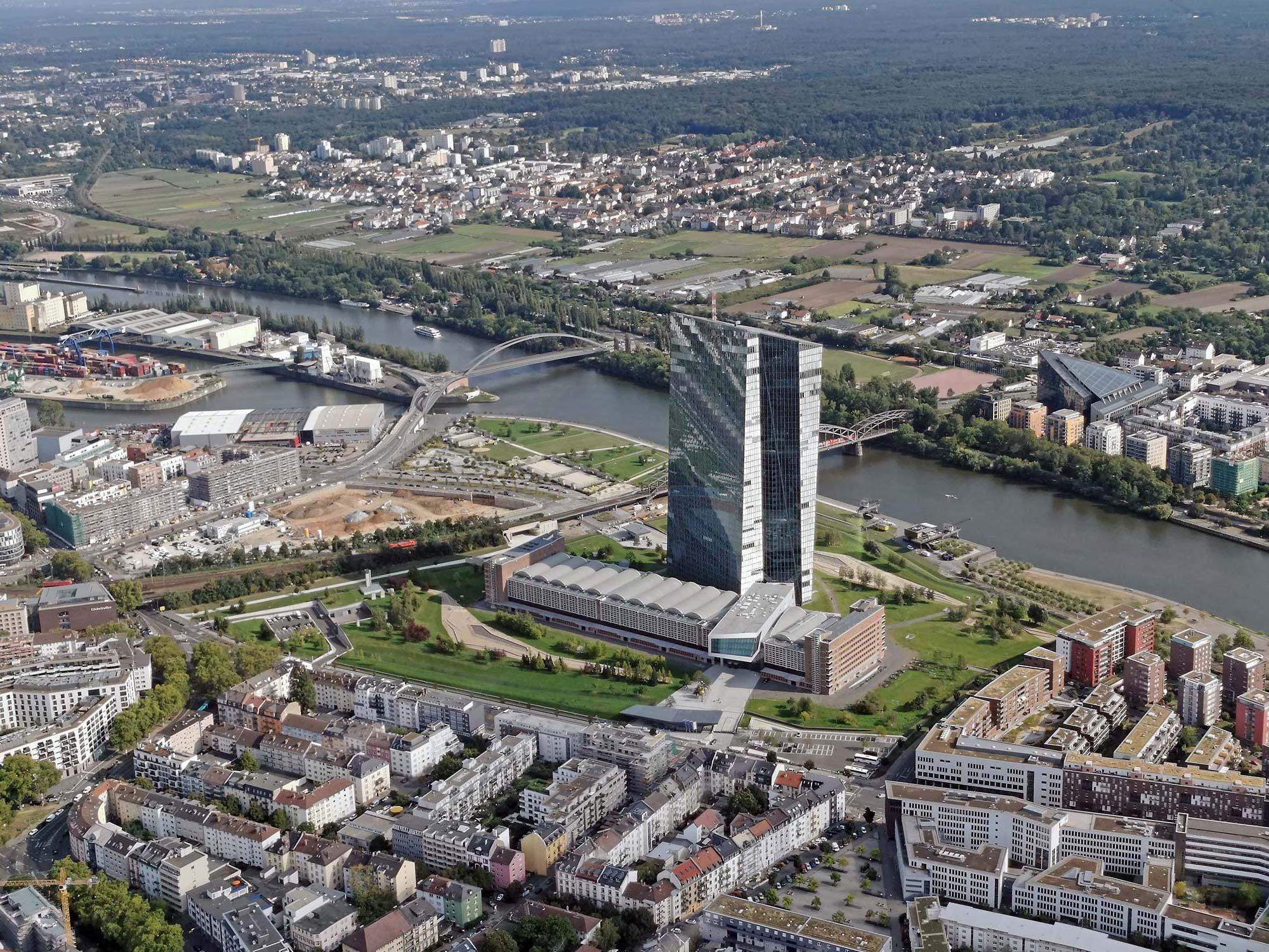 EZB Frankfurt - Luftbild Hochhaus Europäische Zentralbank - EZB Hauptsitz - EZB-Hochhaus FFM