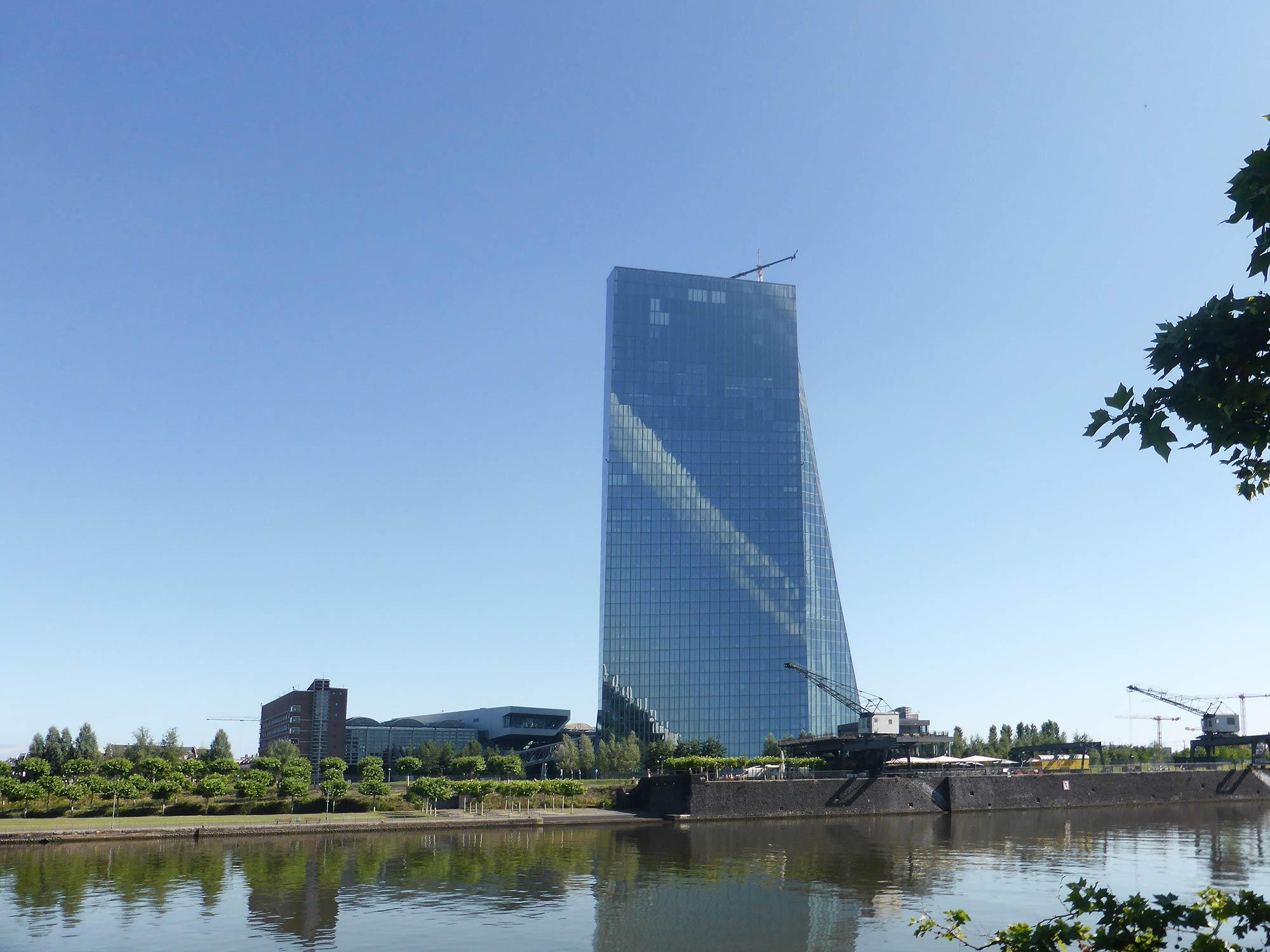 EZB-Hochhaus Frankfurt a.M. - EZB Sitz - Europ. Zentralbank Wolkenkratzer - Skytower FFM