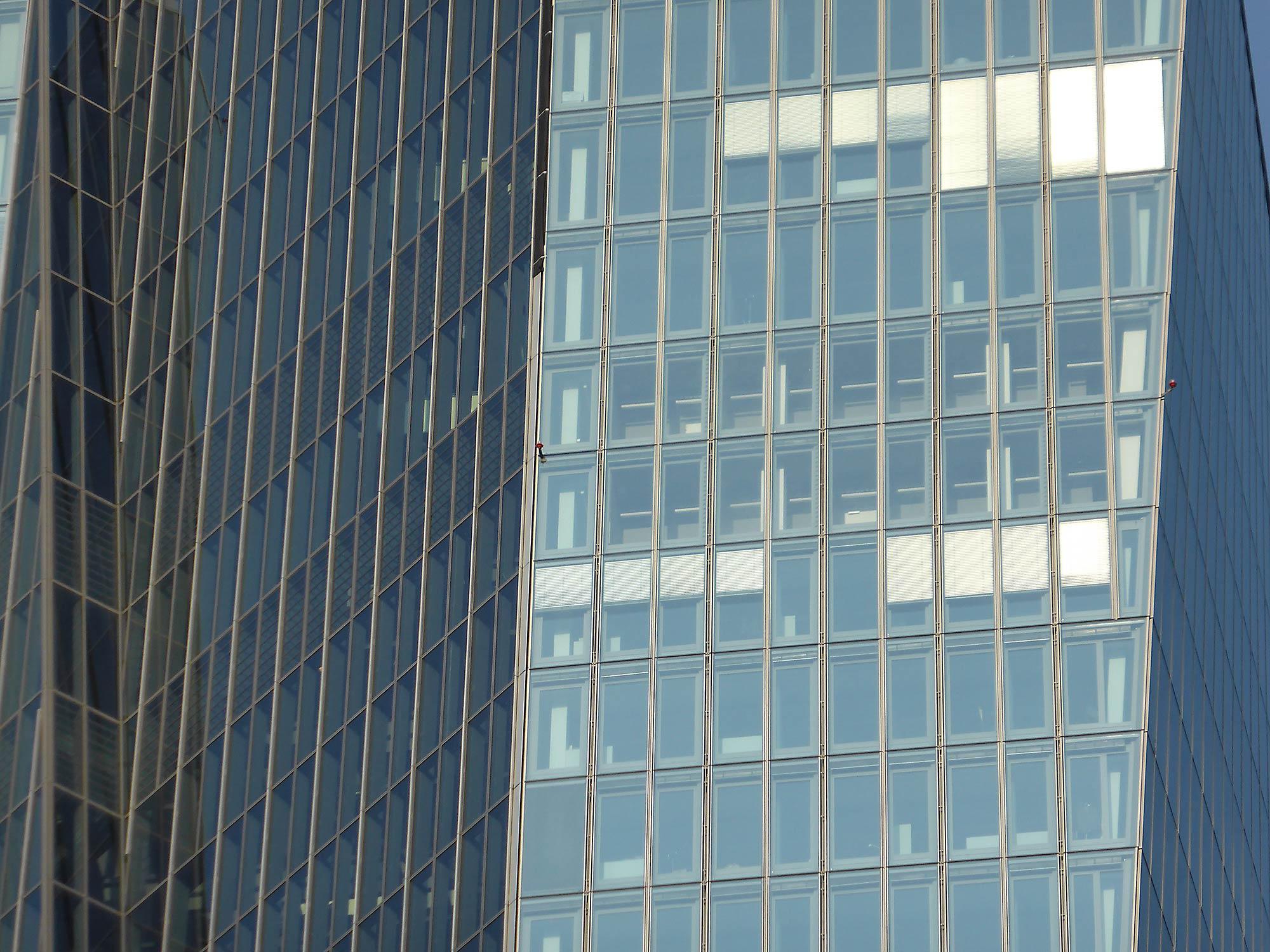 Frankfurt EZB-Sitz - Fassade Wolkenkratzer - Hochhausfassade der Europ. Zentralbank in FFM