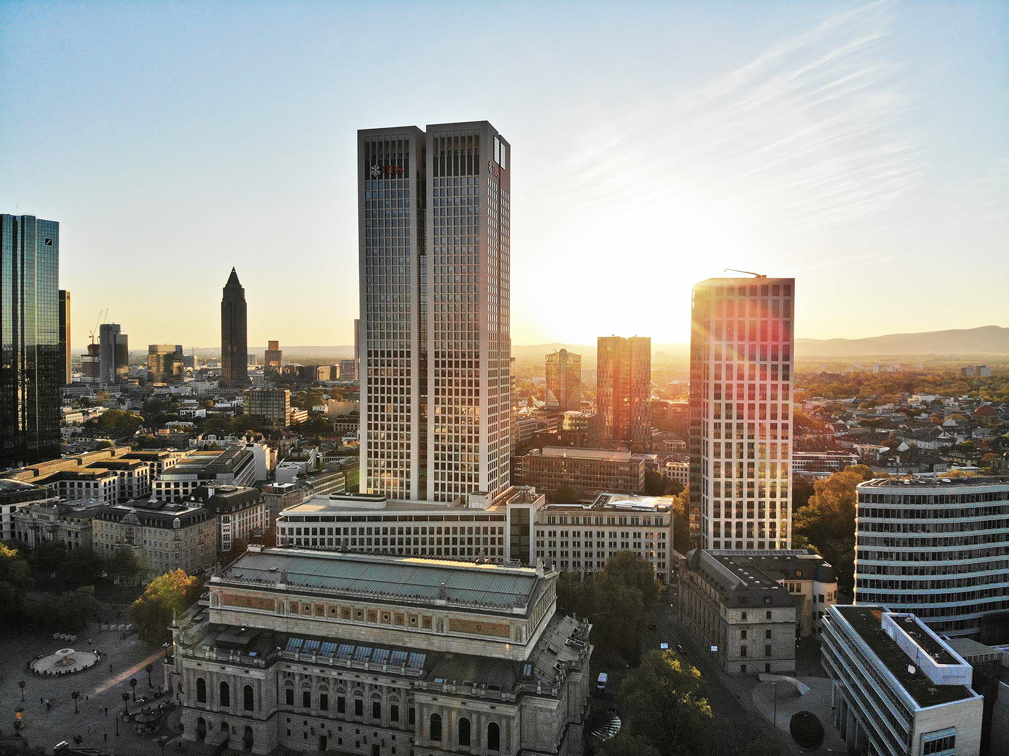 OpernTurm Frankfurt - Opern Turm Luftaufnahme - Drohnenaufnahme Alte Oper - Luftaufnahme Westend - Panorama Frankfurt am Main