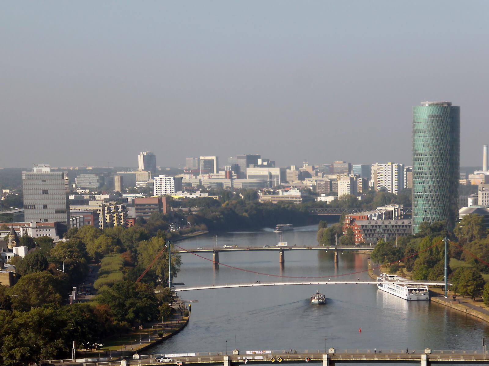 Stadt Frankfurt überprüft Hochhausfassaden