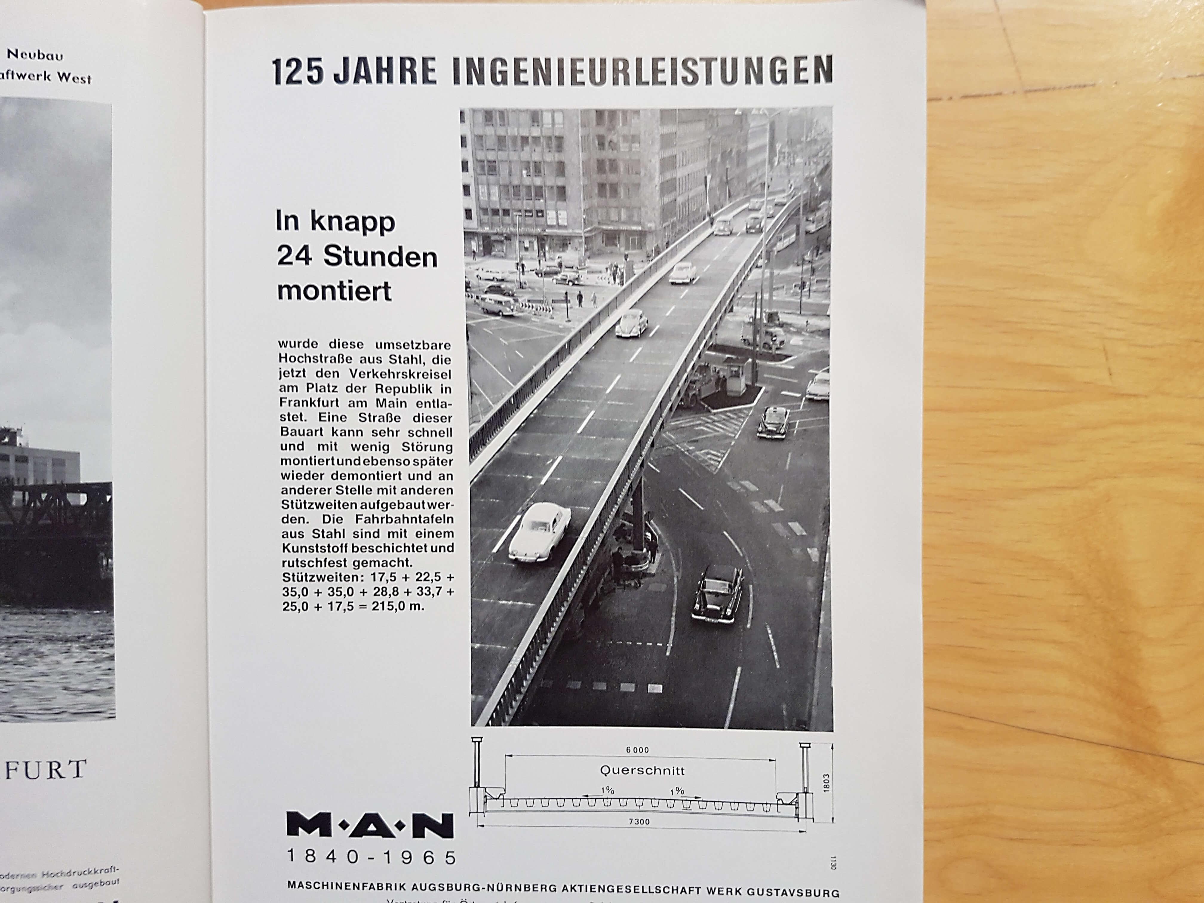 Diese mobile Autobrücke stand früher am Platz der Republik in Frankfurt am Main, gebaut durch M.A.N.