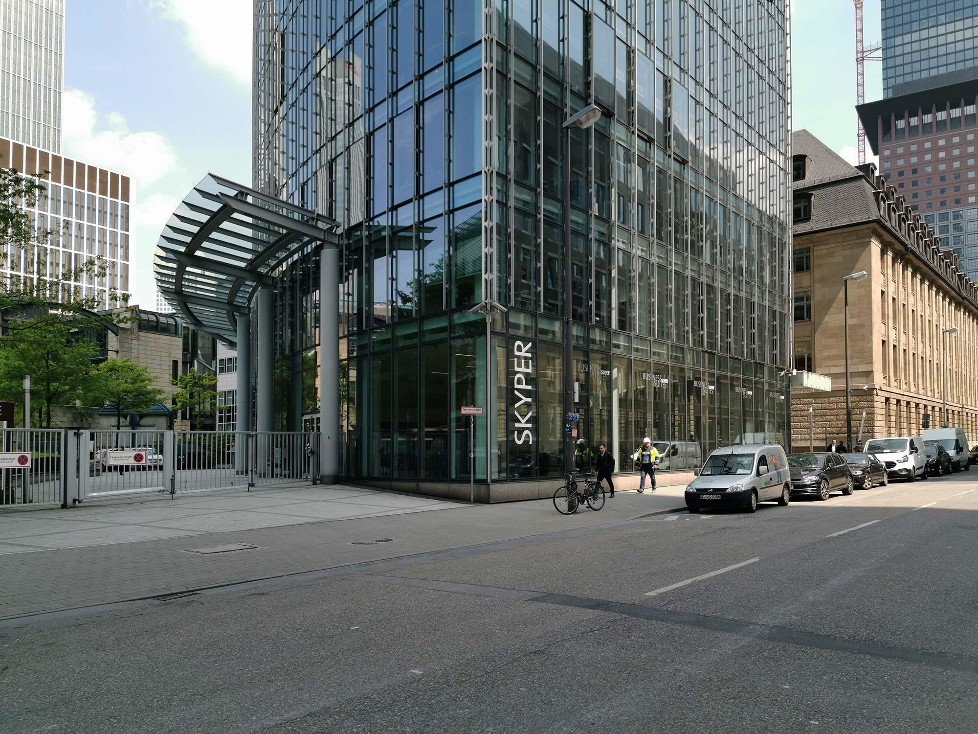Deka Skyper Tower Frankfurt - Taunusstraße - Fassade mit Büros