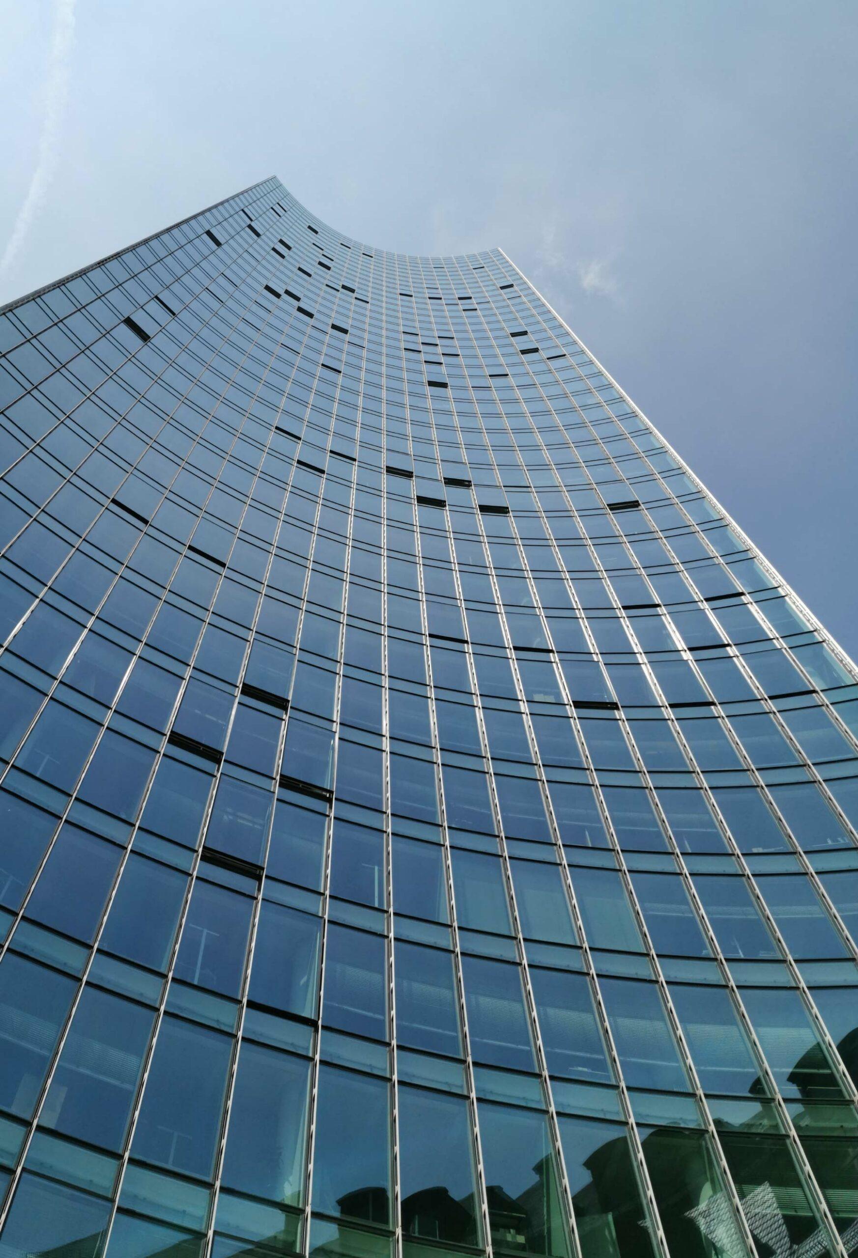 Frankfurt SKYPER Hochhaus - Wolkenkratzer Fassade Skyper