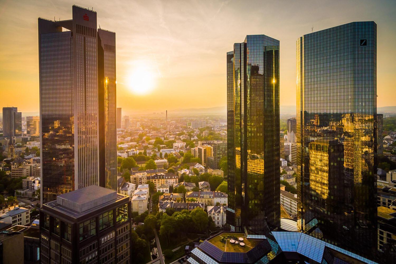 Sonnenuntergang in der Bankenmetropole Frankfurt (c) HAUSSMANN VISUALS