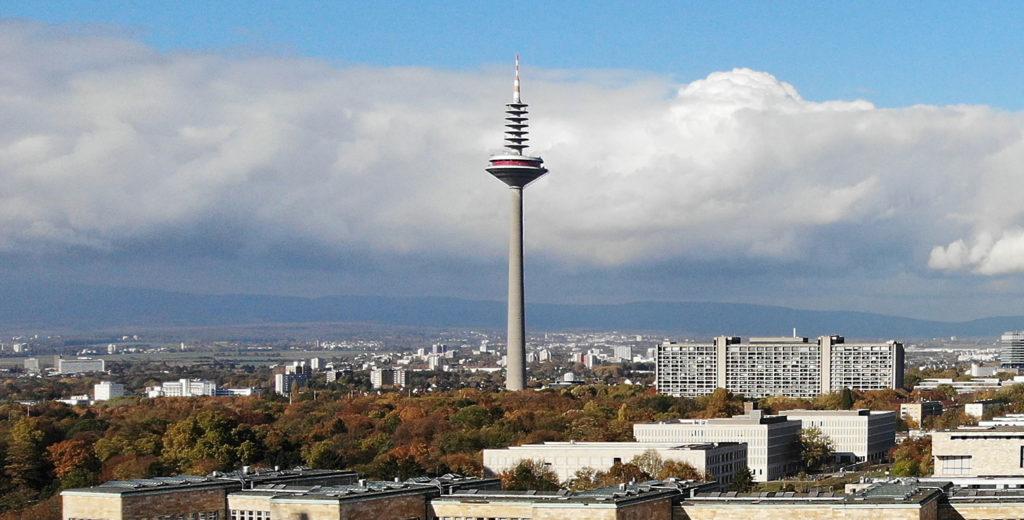 Europaturm in Frankfurt - der Fernsehturm in Frankfurt Main - Höchstes Gebäude in Frankfurt - TV Turm