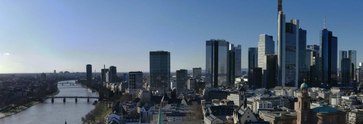 Hochhausstadt Frankfurt - Skyline Frankfurt - Mainhattan - Wolkenkratzer im Bankenviertel - Bankentürme