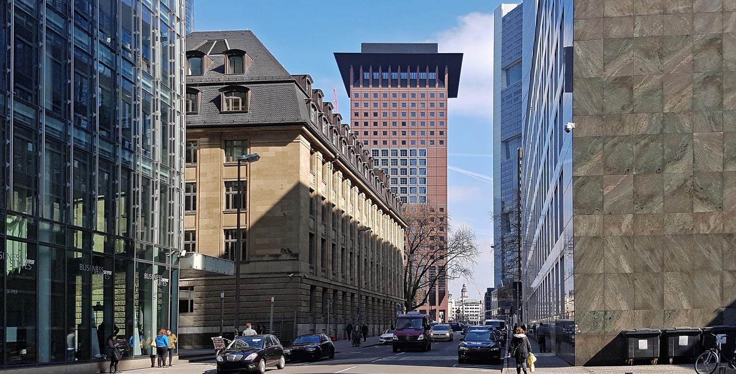 Japan Center in Frankfurt - Wolkenkratzer in japanischem Baustil - Hochhaus im Bankenviertel von Frankfurt am Main