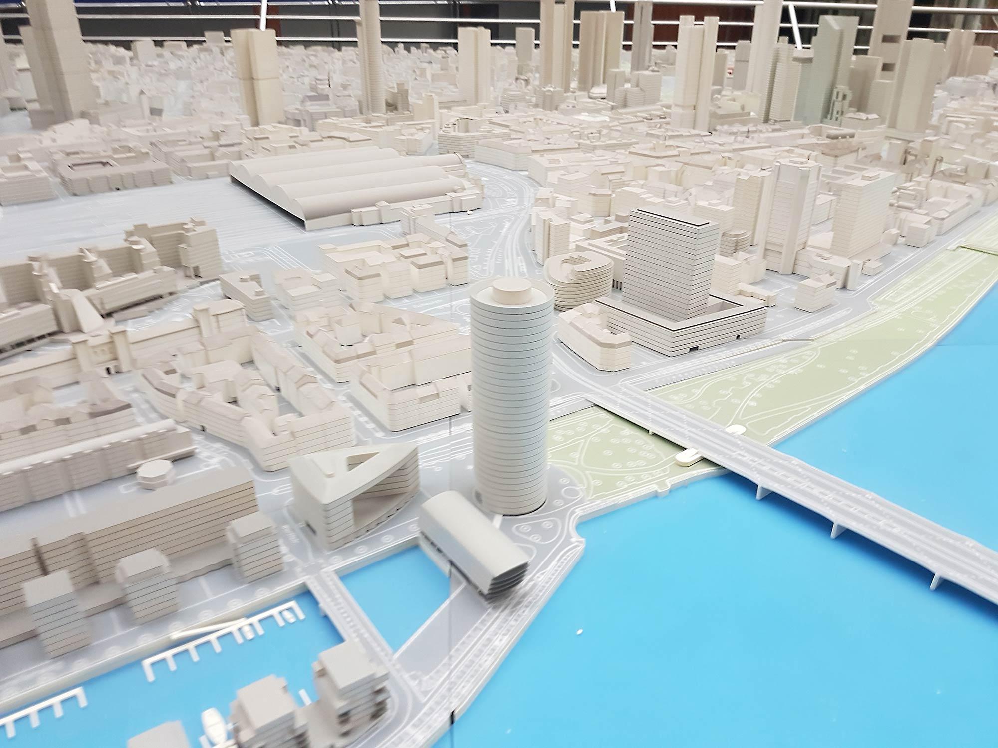 Neubauten am Westhafen Frankfurt - Stadtmodell Frankfurt - Architektur Frankfurt - Ebbelwoi Glas