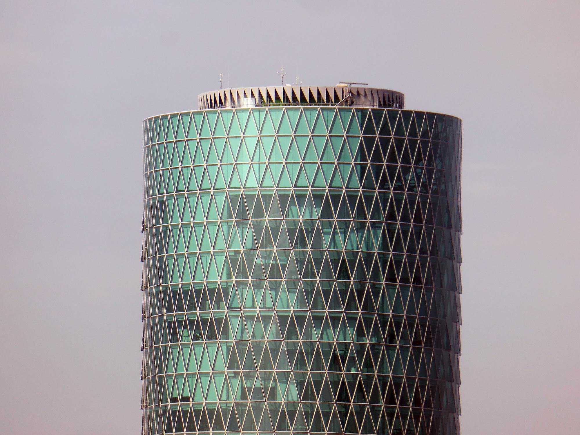 Zylindrischer Hochhausturm - Rundes Hochhaus Frankfurt - Westhafen Tower