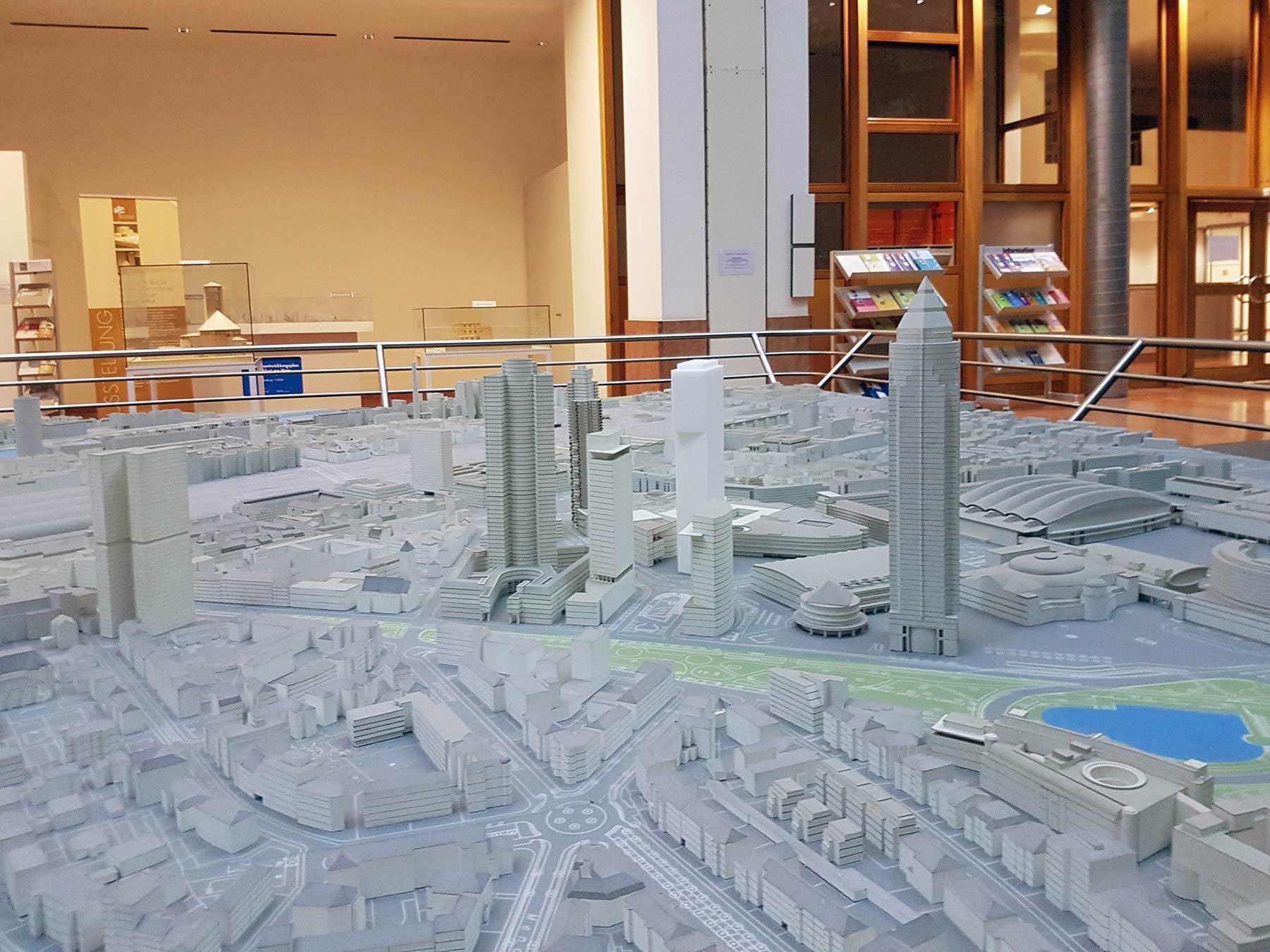 Sehenswürdigkeit Frankfurt - Stadtmodell Frankfurt - Modell im Planungsdezernat - Stadt Frankfurt - Eintritt kostenfrei