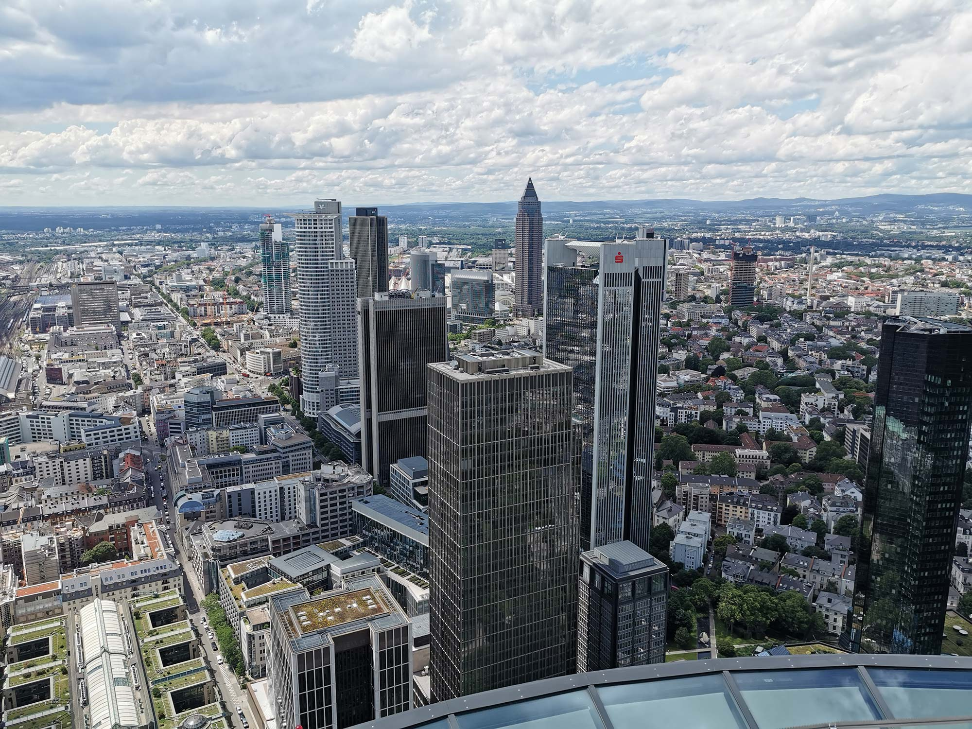Stadtpanorama - Blick vom MAIN TOWER aus über Frankfurt am Main - Panorama Skyline Frankfurt