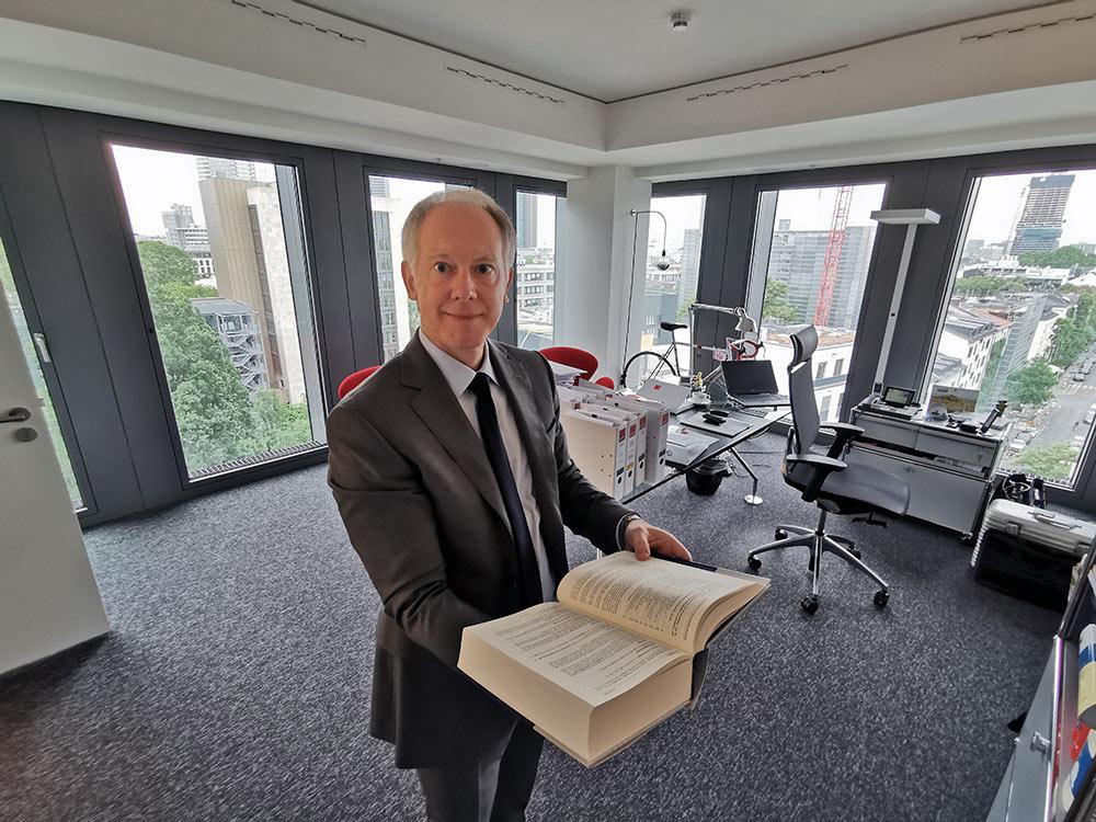 Anwaltsbüro im Frankfurter Westend - Prof. Pützenbacher ist Fachanwalt fuer Verwaltungsrecht bei Kapellmann Rechtsanwälte