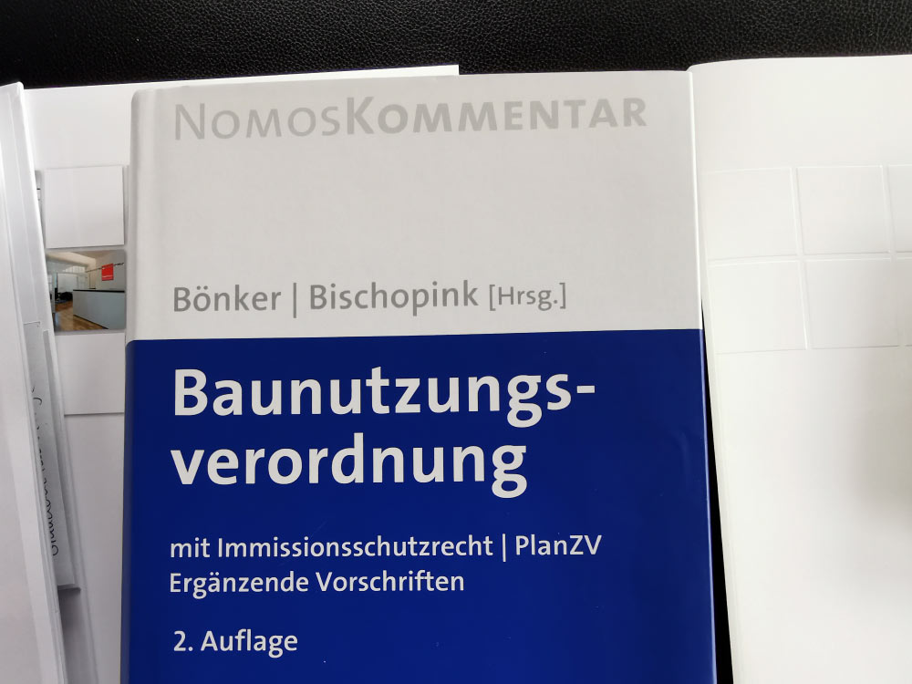 Nomos Kommentar - Bönker und Bischopink - Baunutzungsverordnung mit Immissionsschutzrecht - PlanZV - Nomos/Beuth - in diesem Werk kommentiert Prof. Dr. Pützenbacher