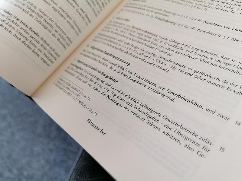 Prof. Dr. Stefan Pützenbacher schreibt für die Kommentierung der Baunutzungsverordnung (Nomos Verlag) - Fachlektüre für Immobilienanwälte