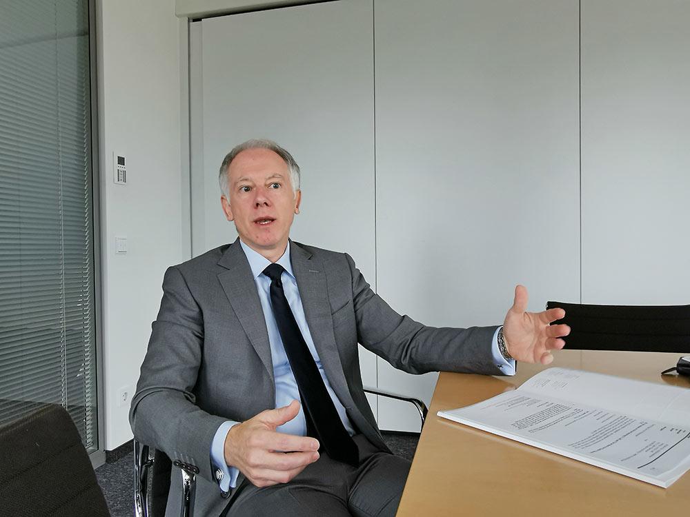 Der Immobilienexperte beantwortet Fragen im Interview - Prof. Pützenbacher von Kapellmann Rechtsanwälte Frankfurt - hier für das FFin