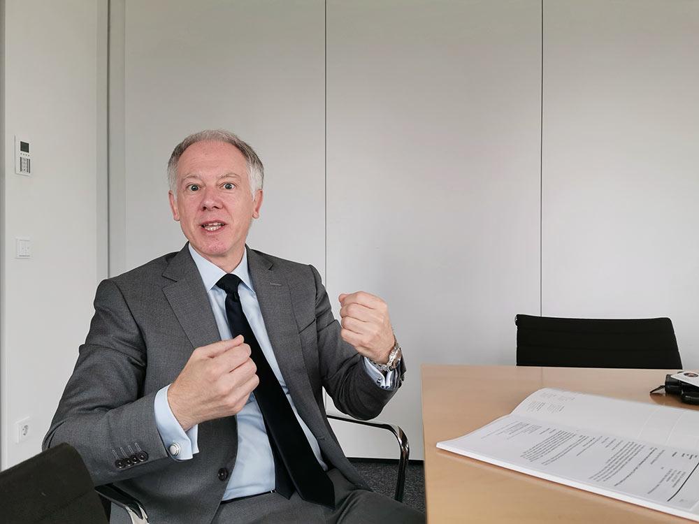 Rede und Antwort rund um den Hochhausrahmenplan - Rechtsanwalt und Notar Pützenbacher im Interview