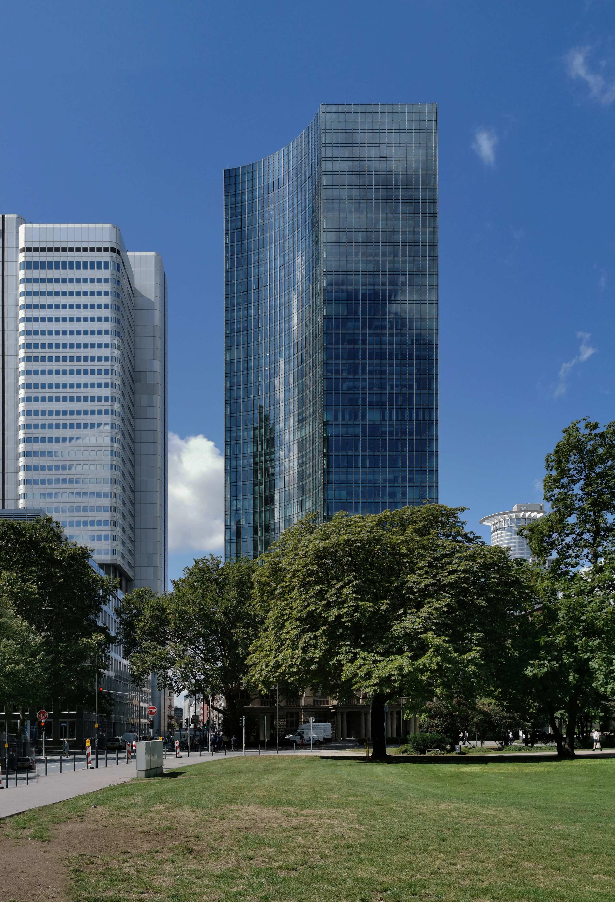 SKYPER Hochhaus in Frankfurt - Foto hochauflösend - Highres Bild in hoher Qualität - Modernes Glashochhaus - SKYPER Tower