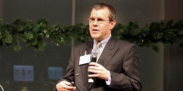 Bank Magazin Online - Dr. Hansjörg Leichsenring als Redner bei einer Veranstaltung - Der Bank Blog - Bankmagazin Vortrag