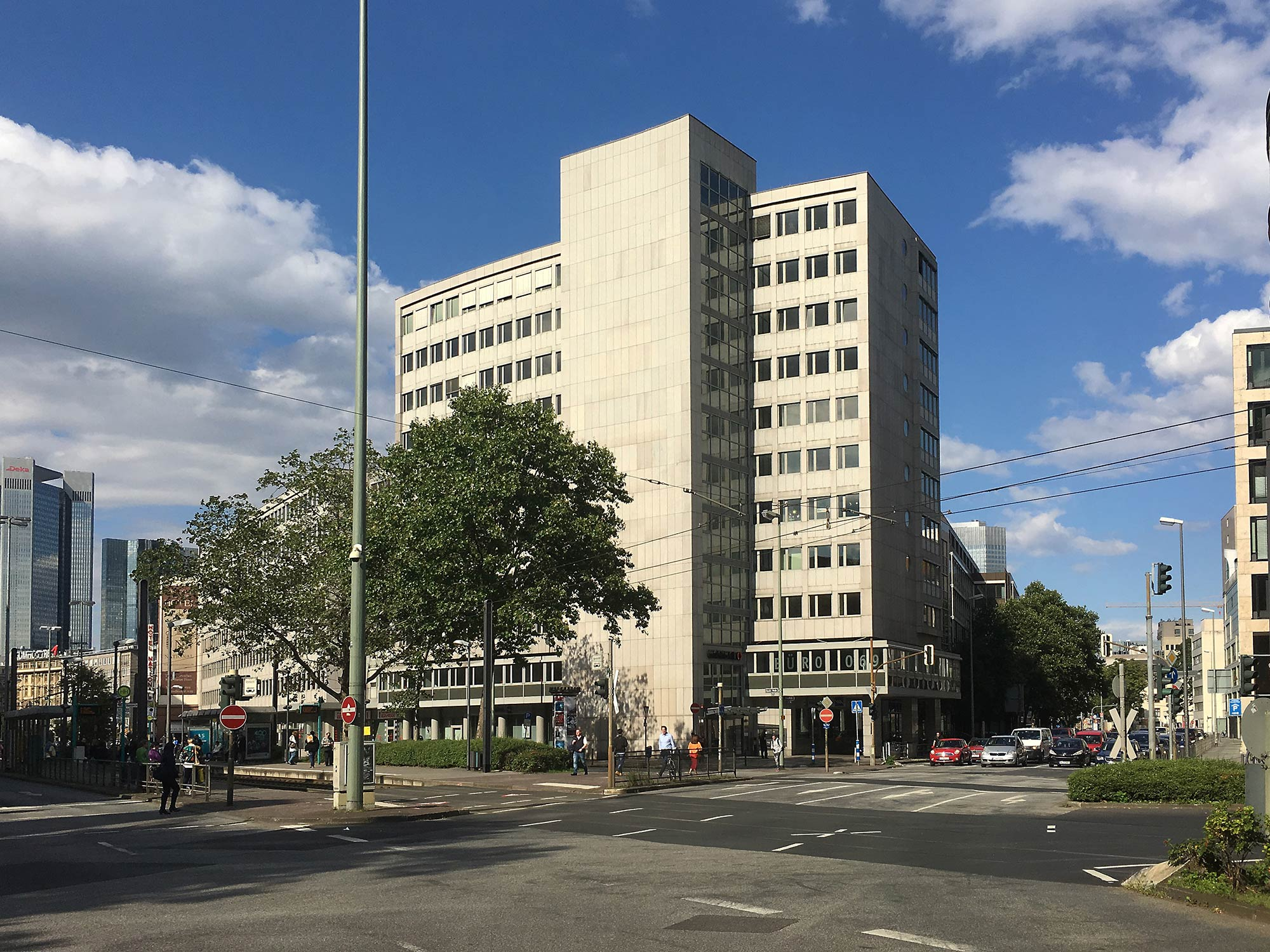 Baseler Straße 46-48 Frankfurt am Main - Bürohaus gekauft von Quest Investment Partners und Competo vo Peackside Capital