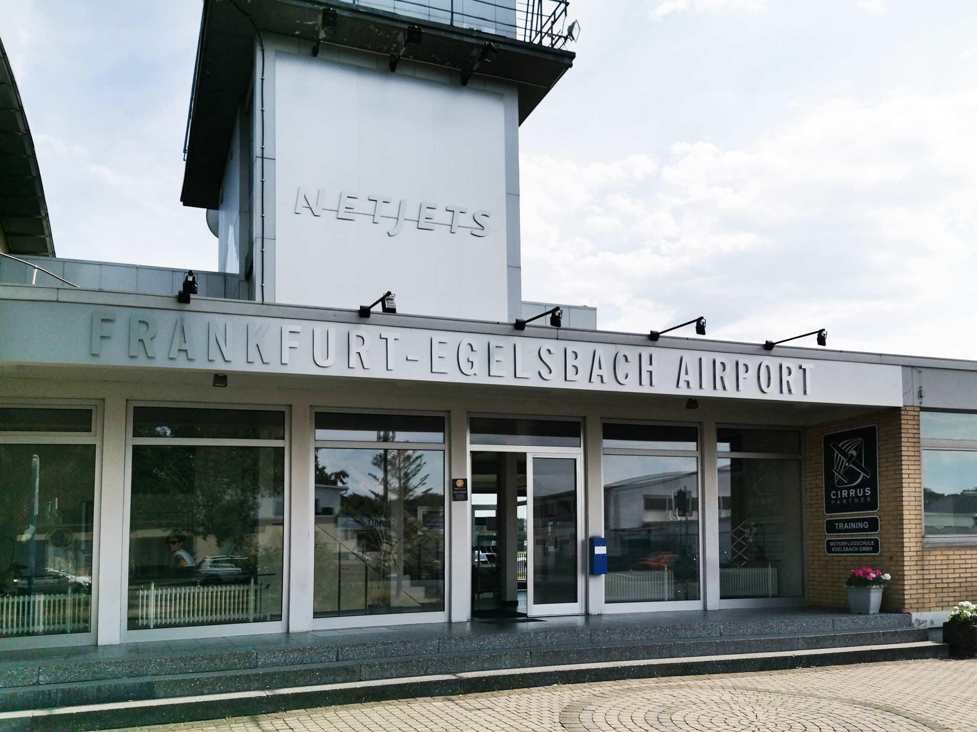 Frankfurt-Egelsbach Airport - Netjets - Tower und Treffpunkt Helifliegen.de für Rundflüge über Frankfurt mit dem Hubschrauber