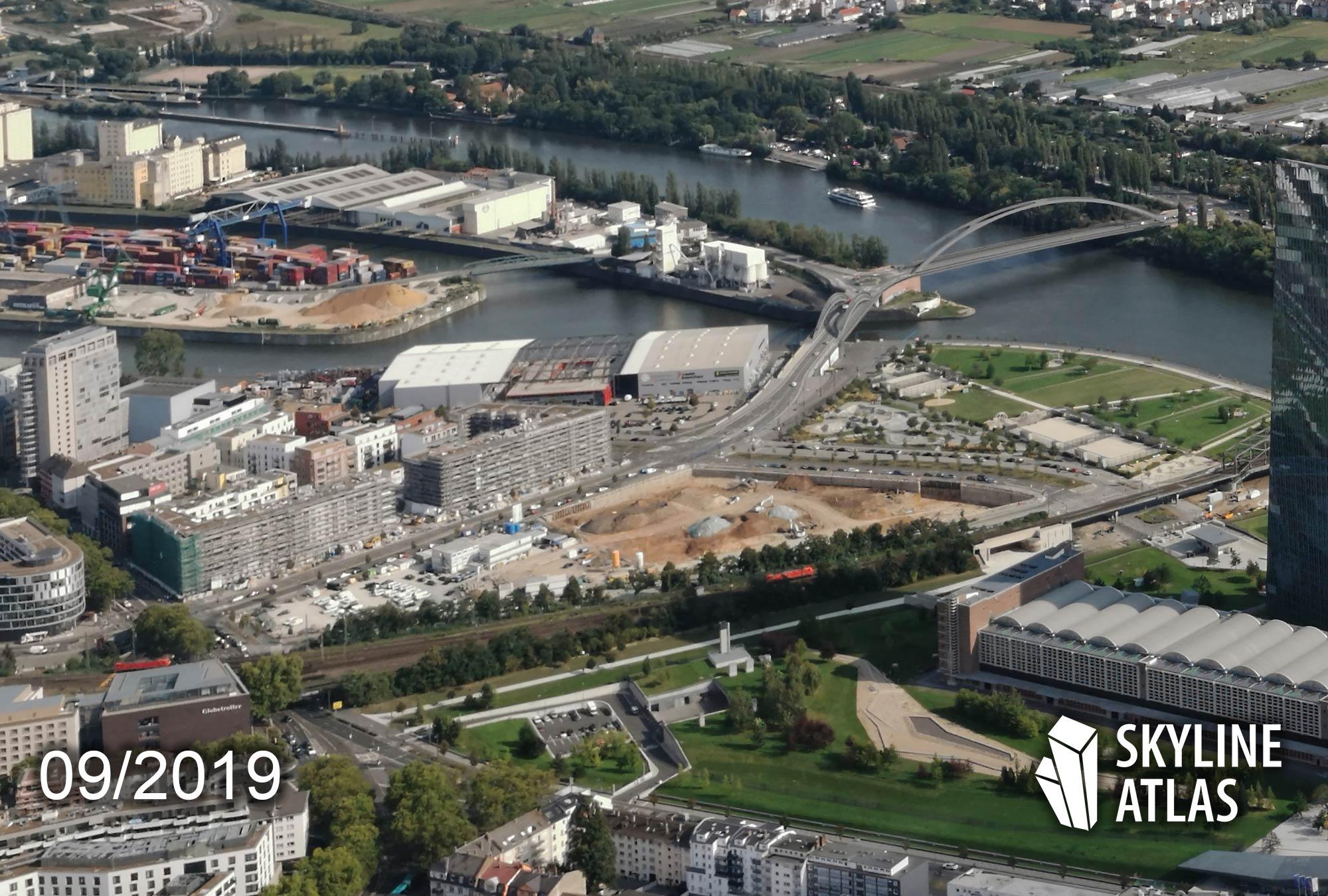 Hafenpark Quartier Frankfurt - Luftbild der Baustelle - Luftaufnahme der Hochhäuser - Neubauprojekt mit Eigentumswohnungen - September 2019