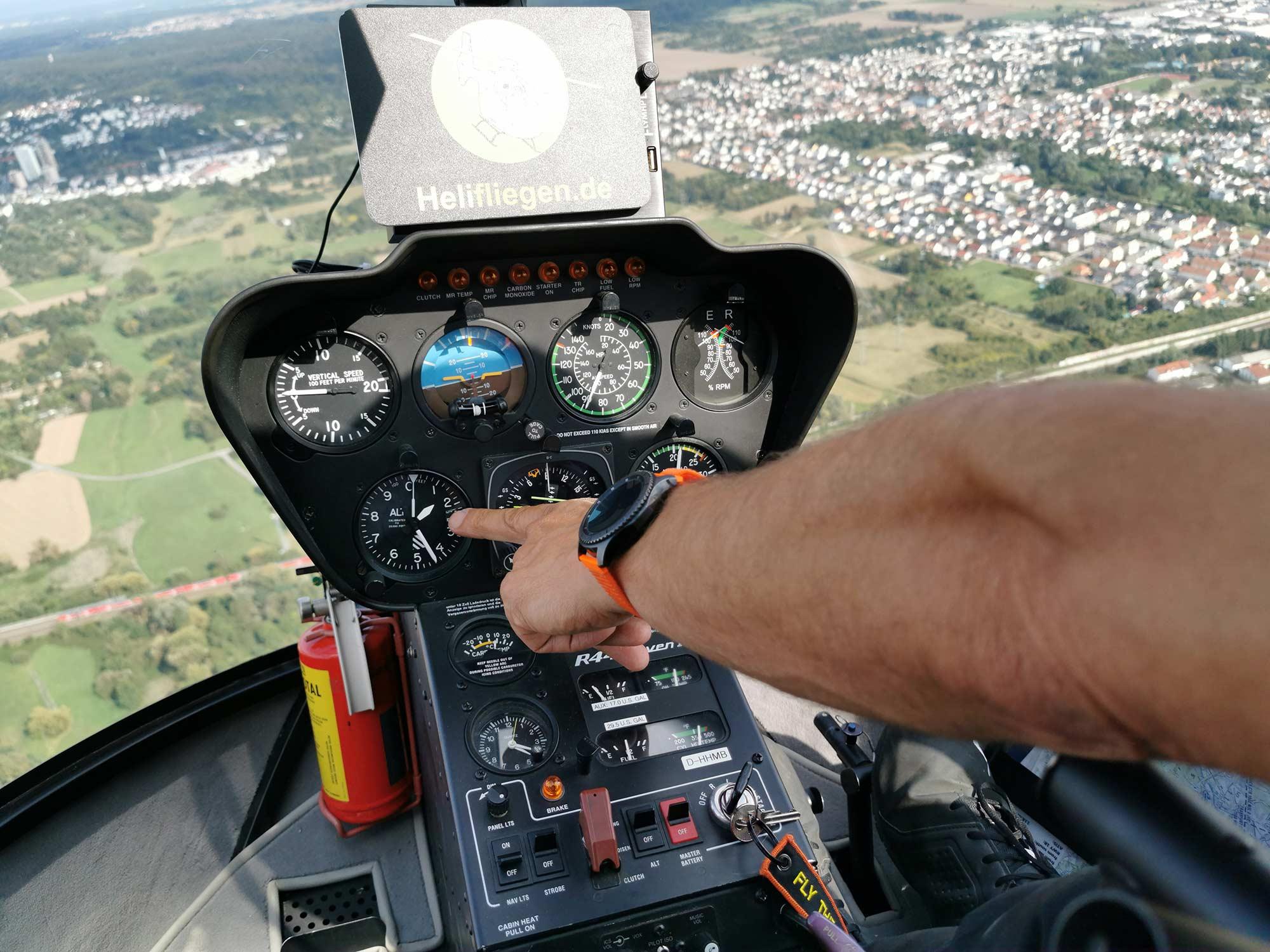 Helikopter Robinson R44 - Instrumententafel - Instrumente für den Piloten