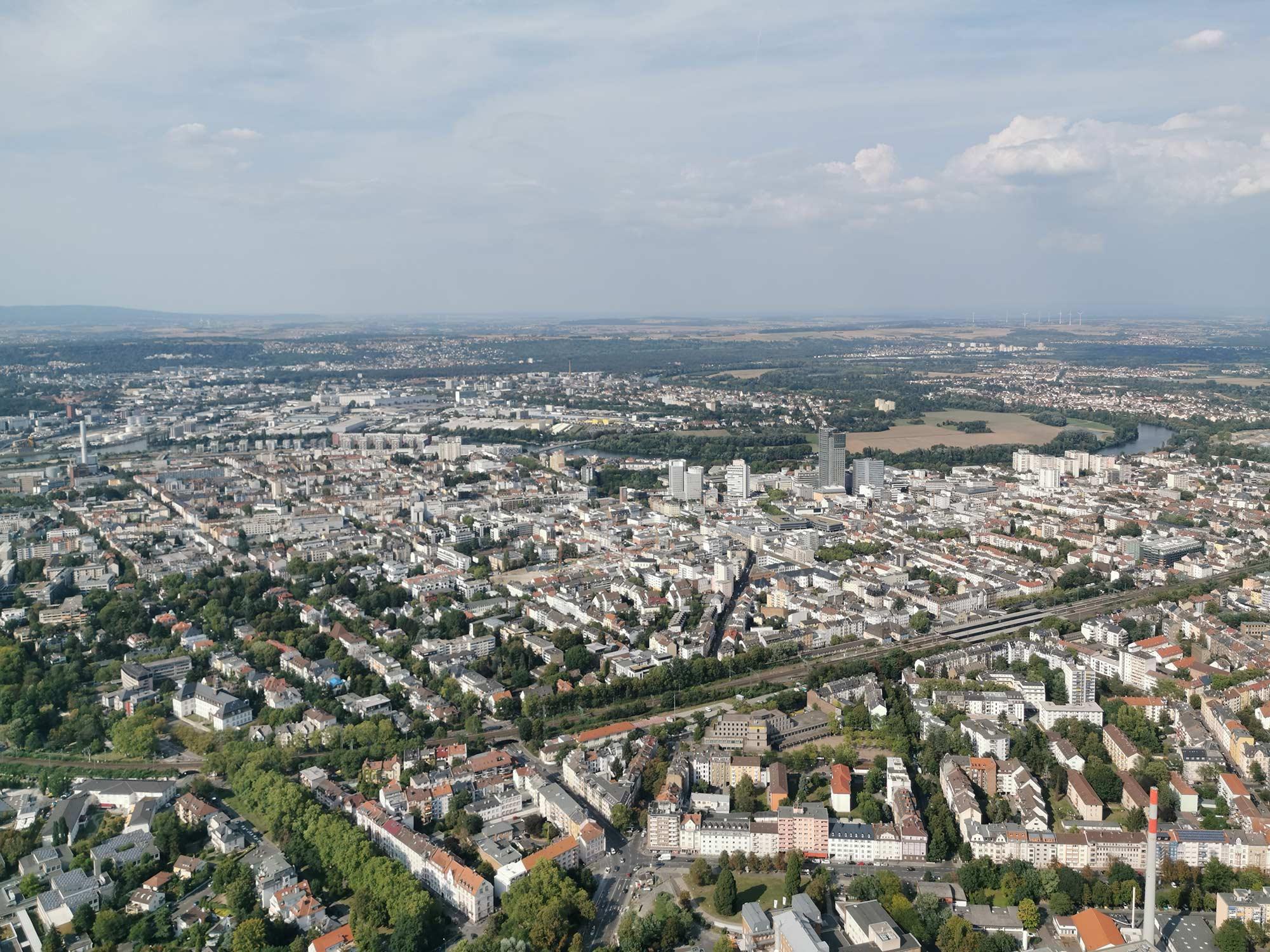 Panorama-Foto Offenbach am Main - Skyline von Offenbach - aus dem Hubschrauber gesehen im August 2019