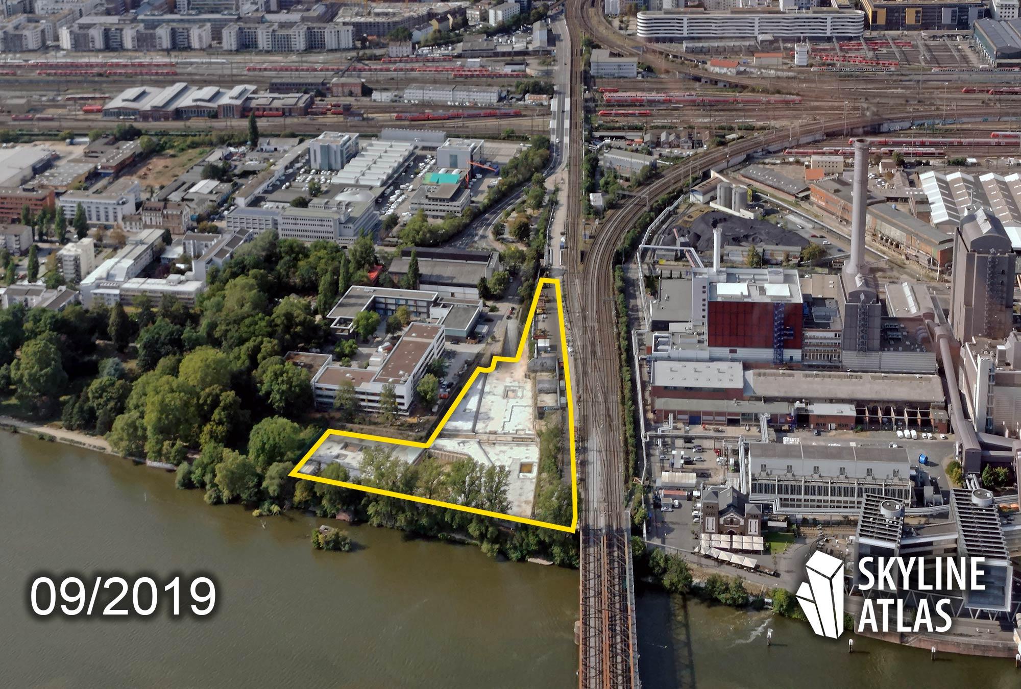 Wohnquarter am Westhafen - Hochhaus am Sommerhoffpark - Neue Wohnungen und Studentenwohnheim The Flag - Neubau am Mainufer - Baustelle im September 2019