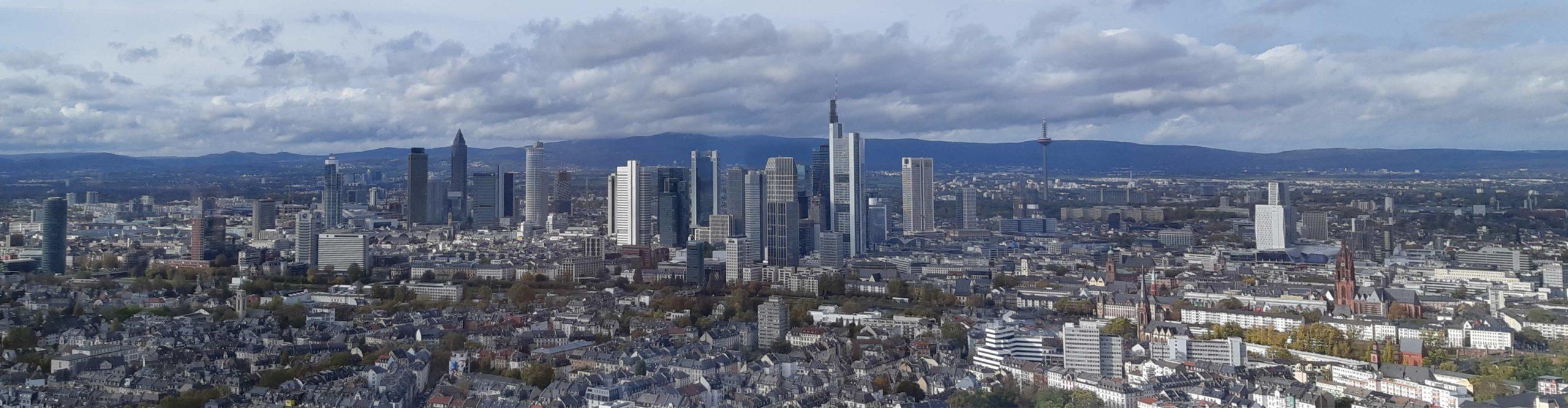 Panorama Frankfurt - Skyline Frankfurt 2019 - Stadtpanorama Frankfurt am Main - Blick vom Henninger Turm