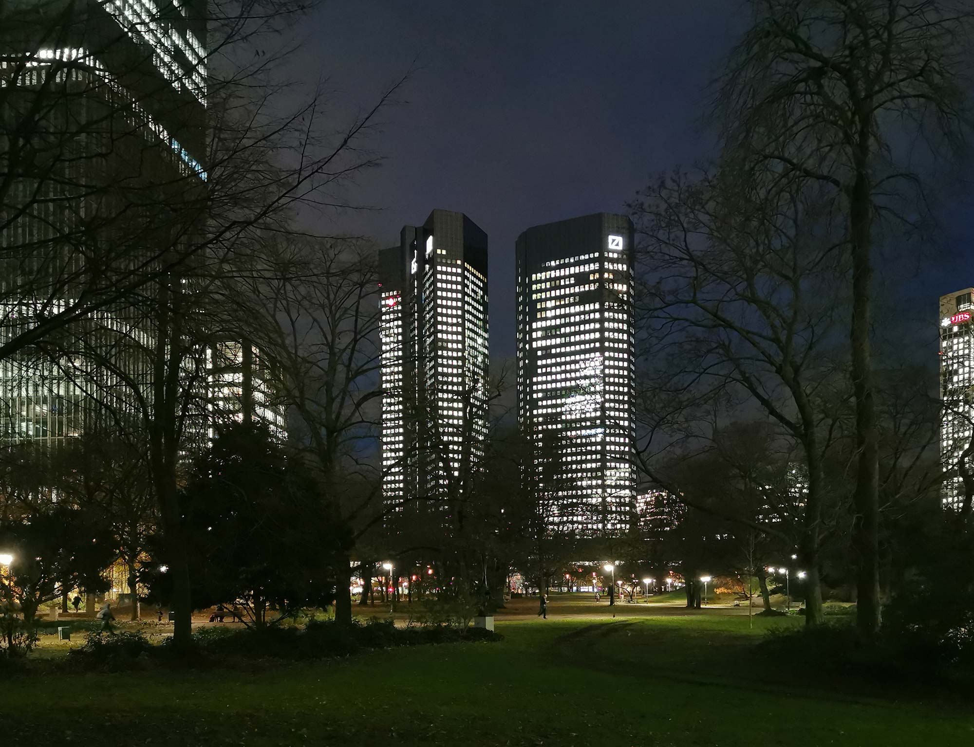Deutsche Bank Hochhäuser Frankfurt - Deutsche Bank AG - Zwillingstürme Soll und Haben