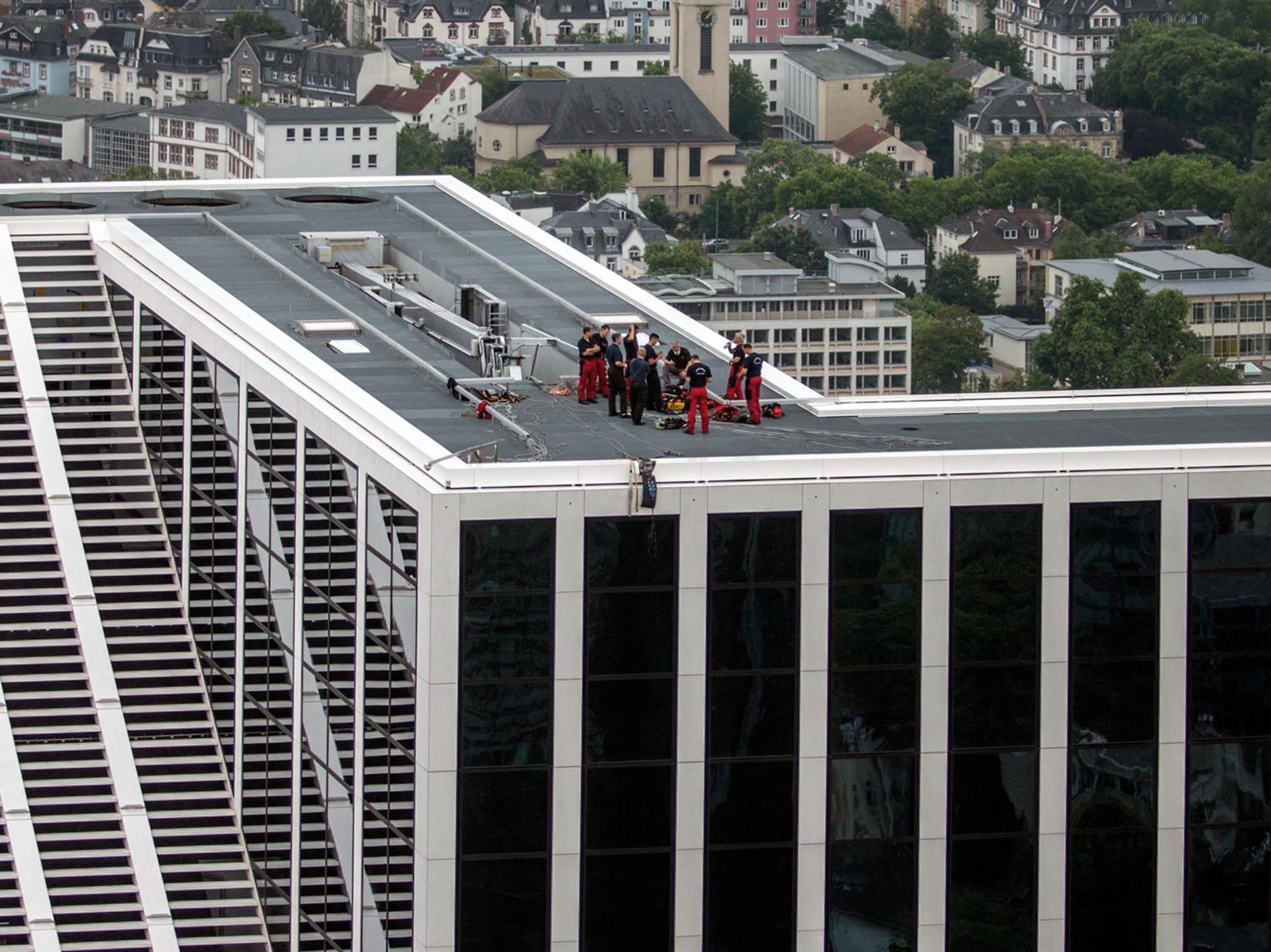 Feuerwehr Frankfurt - Höhenrettung - Höhenrettungsgruppe Frankfurter Berufsfeuerwehr - Hier im Training am TaunusTurm