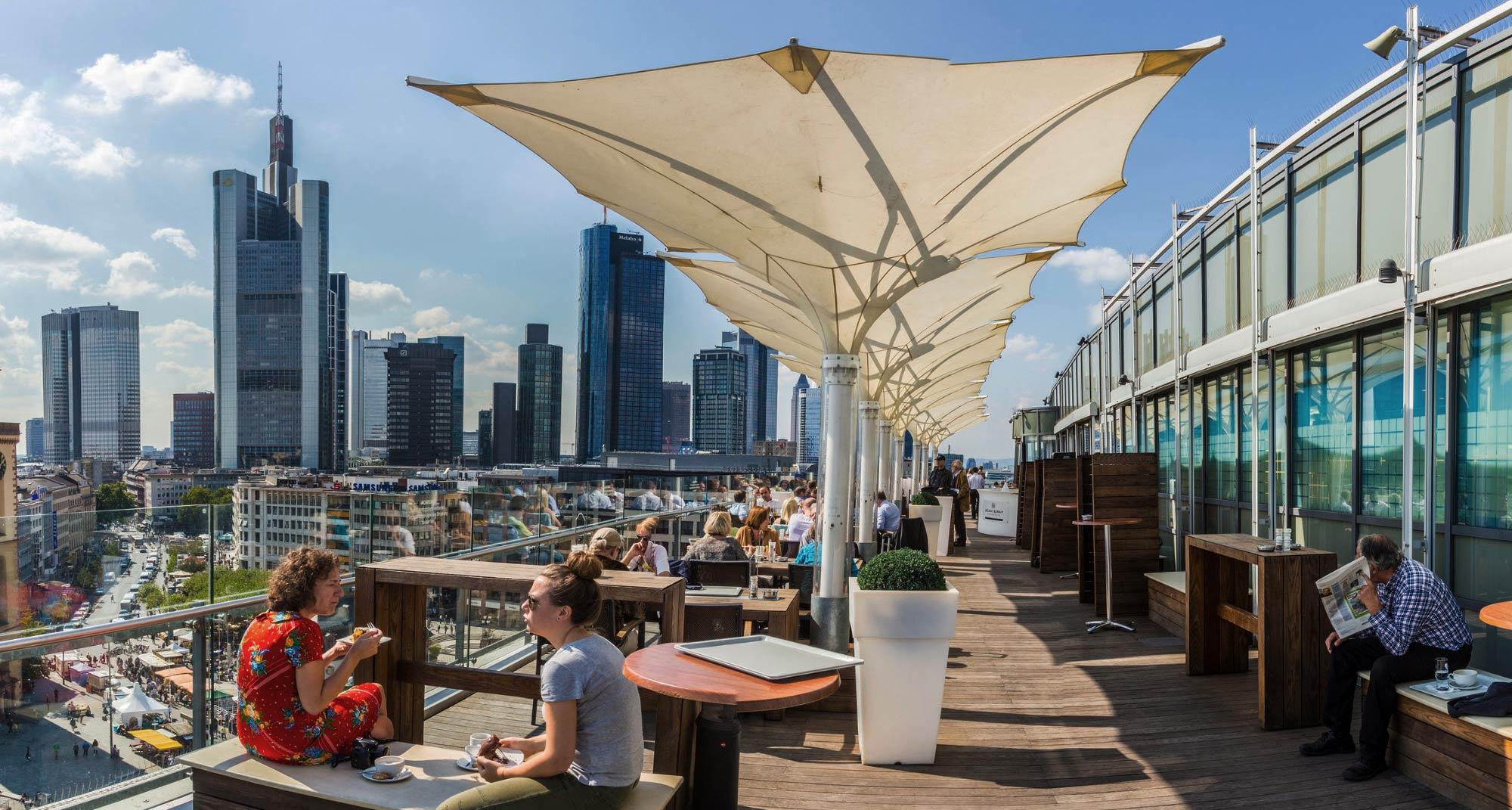 Frankfurt Tipps - Restaurant und Bar in Frankfurt mit Aussicht - Restaurants und Bars in Frankfurt am Main mit Skylineblick auf die Hochhäuser