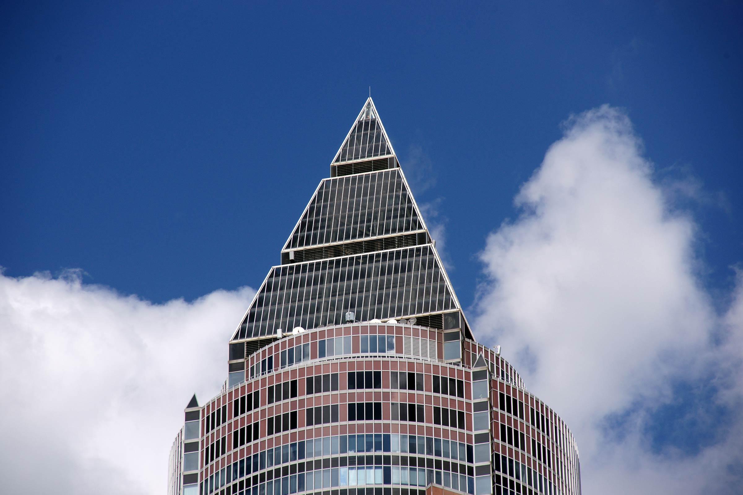 MesseTurm Spitze - Fassade und Turmspitze vom MesseTurm in Frankfurt am Main