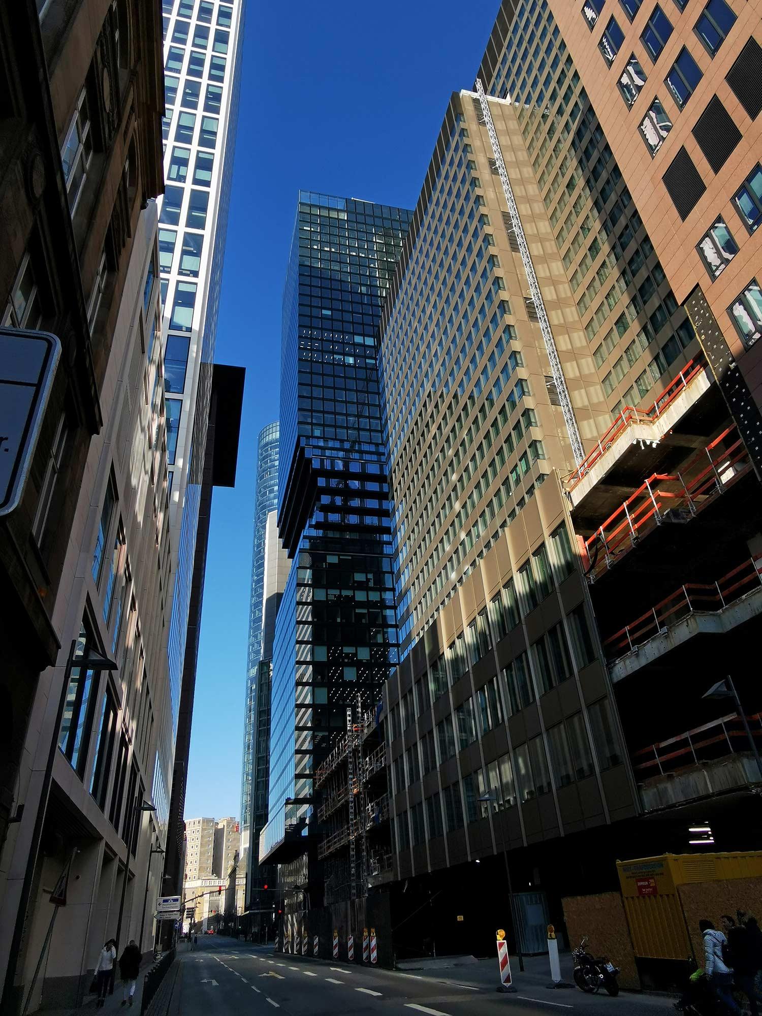 Omni Turm Frankfurt - Dezember 2019 - Neues Hochhaus Bankenviertel