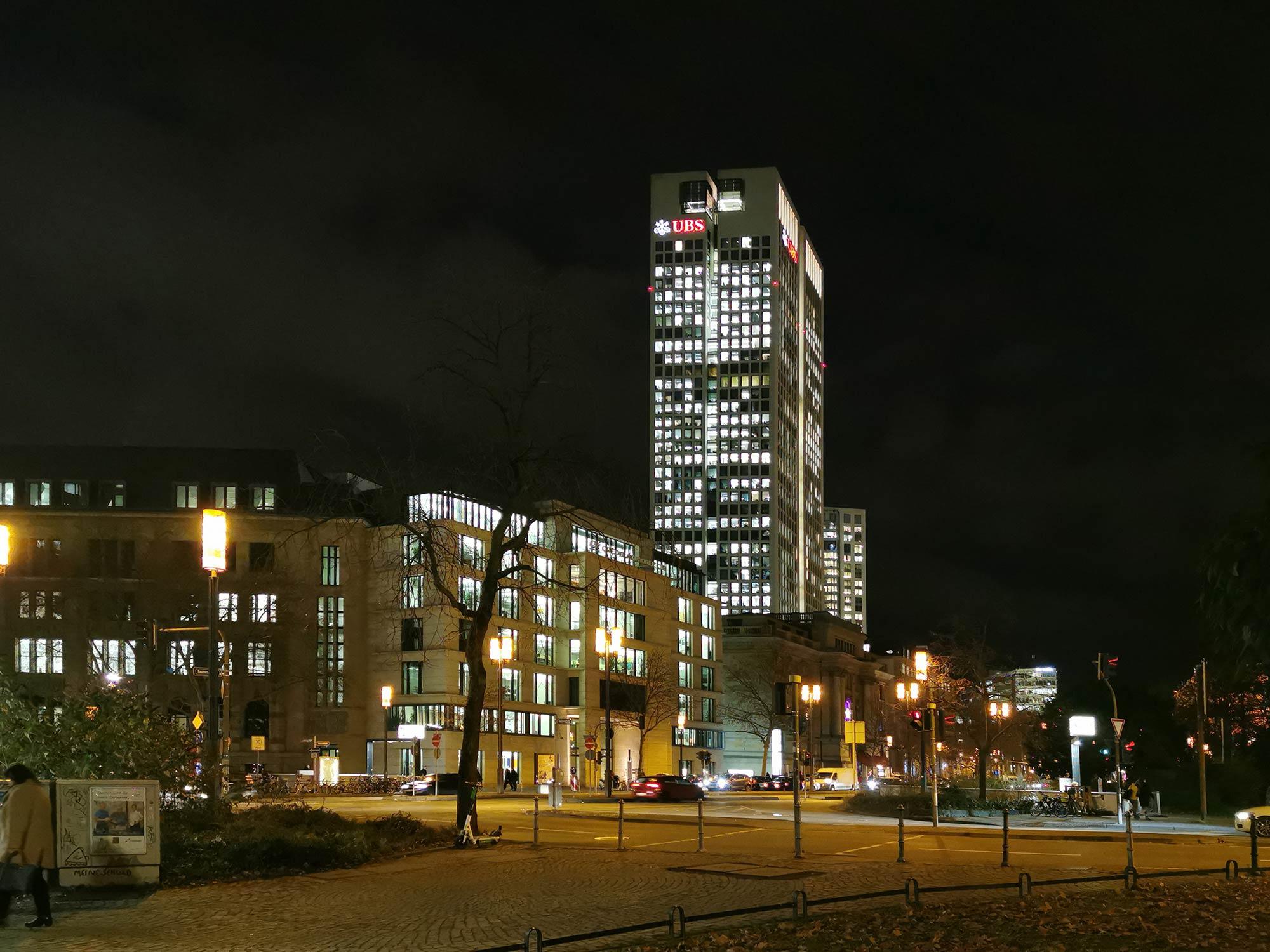 UBS Frankfurt - Hochhaus UBS Deutschland - OpernTurm bei Nacht