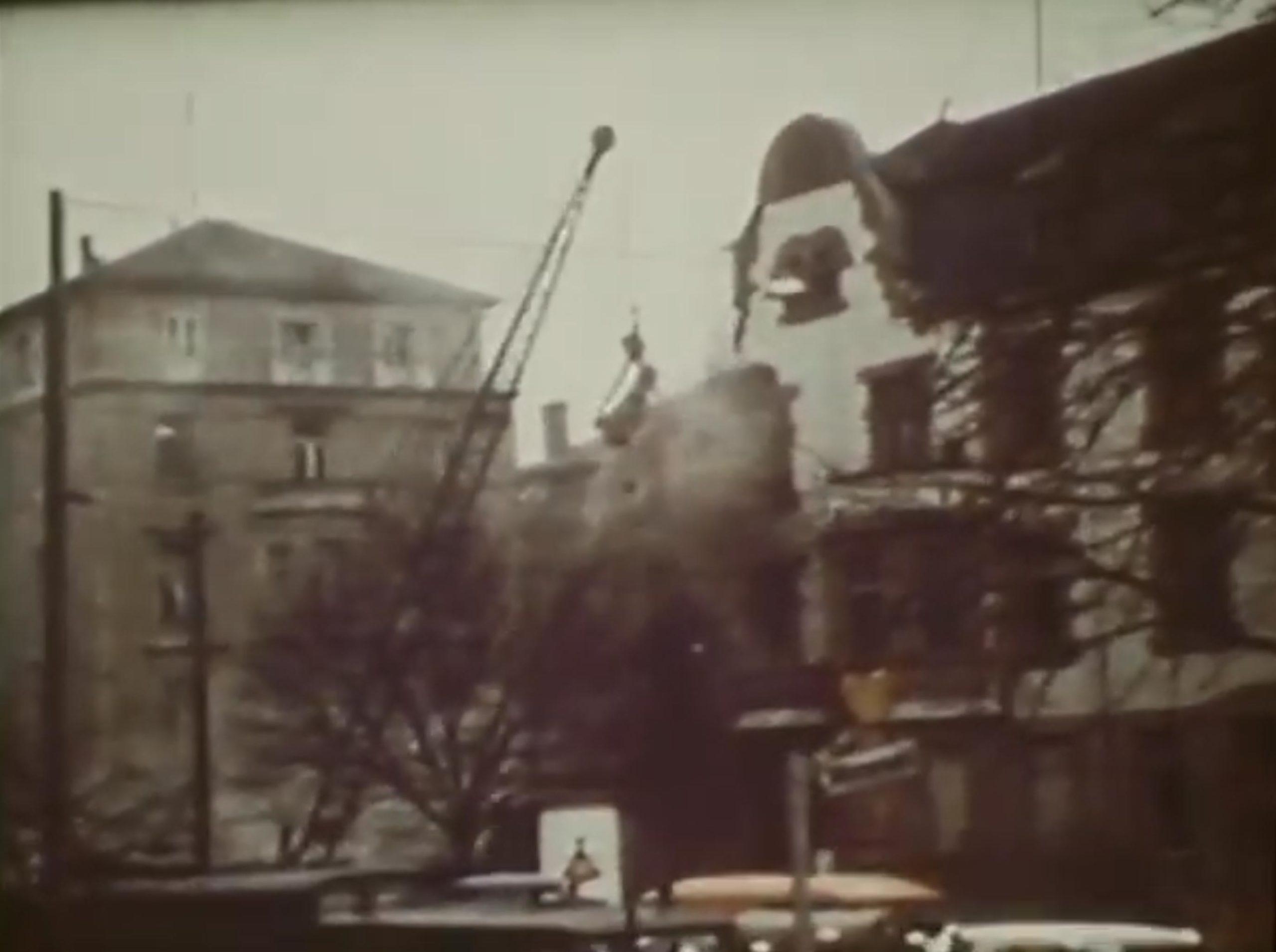 Abriß von historischen Gebäuden im Frankfurter Westend durch Investoren