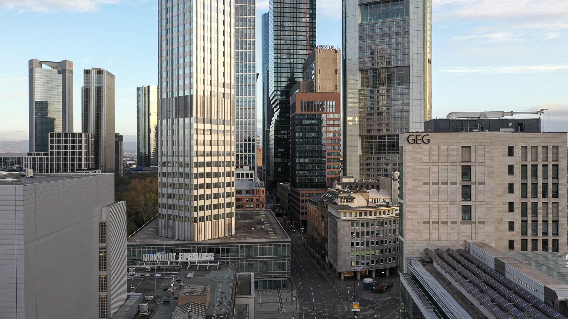 Frankfurt Bankenviertel Panorama - Neue Mainzer Straße - EZB - Bankenklamm