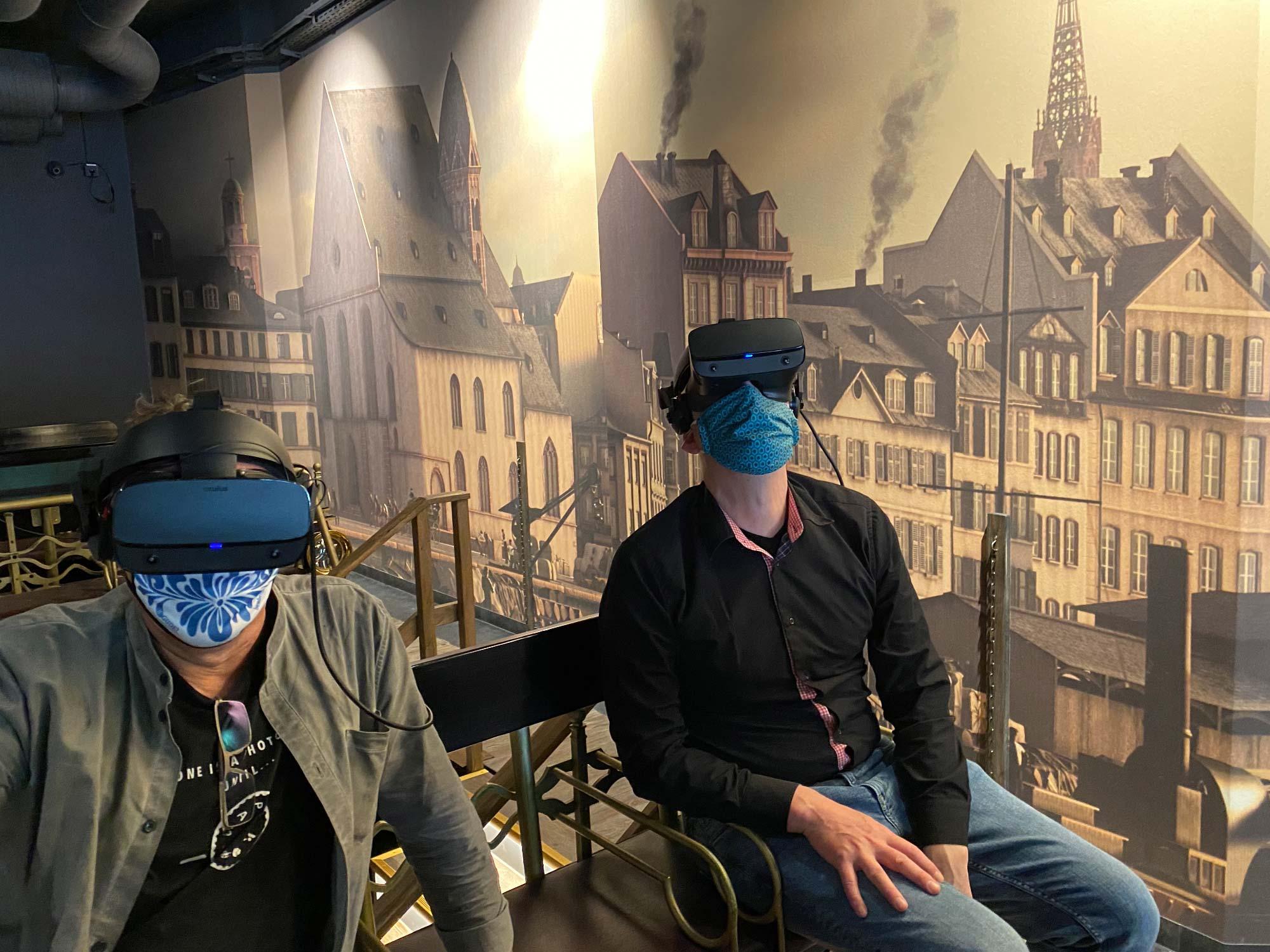 Auch in Coronazeiten sicher: Besucher können mittels 3D Brille eine Kutschfahrt durch das alte Frankfurt erleben - virtuelle Realität mittels 360 Grad Brille