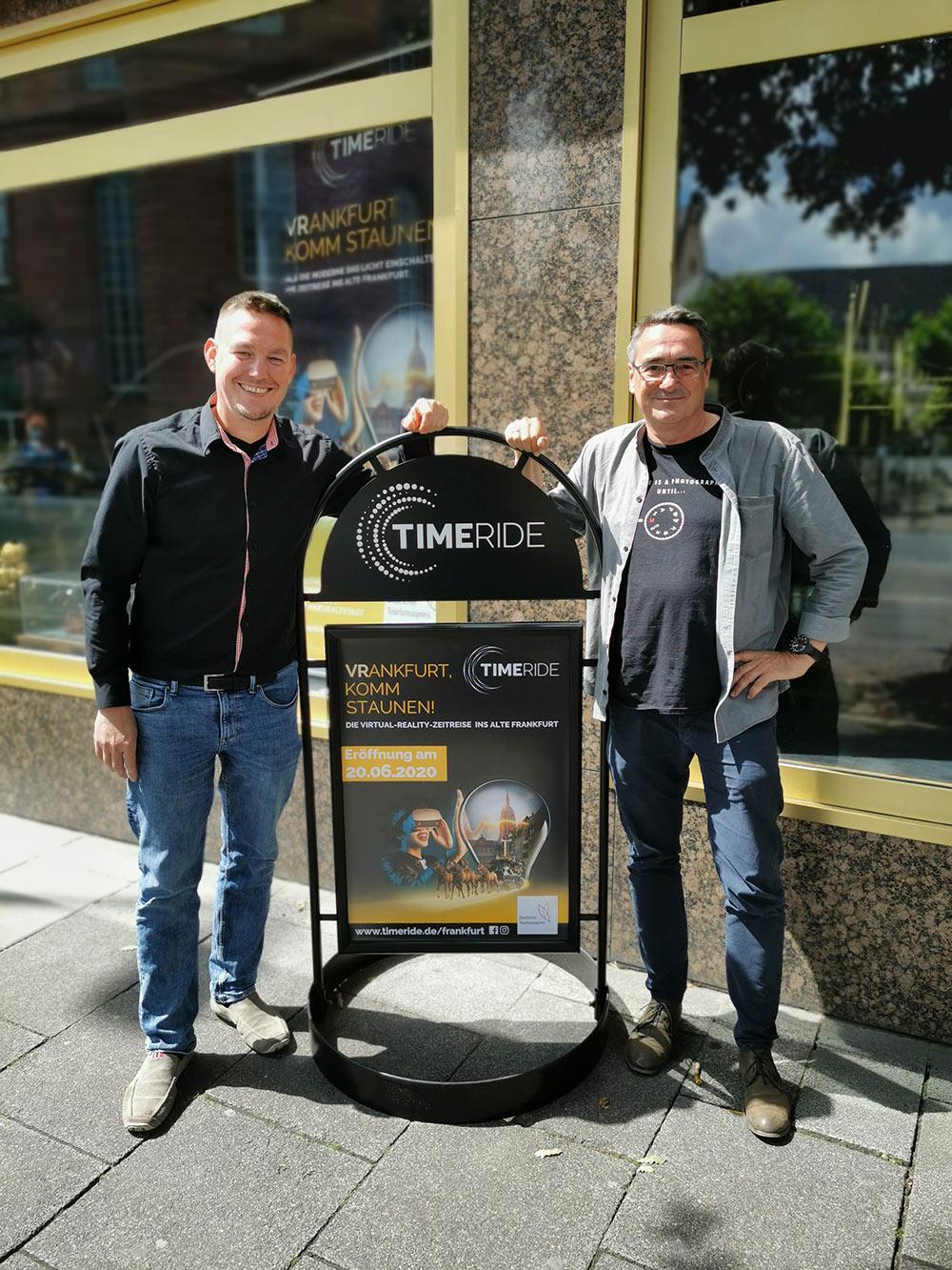 Michael Wutze und Thomas Gessner bei der Eröffnung von TimeRide Frankfurt - 360 Grad Stadtführung - Neue Sehenswürdigkeit in Frankfurt am Main