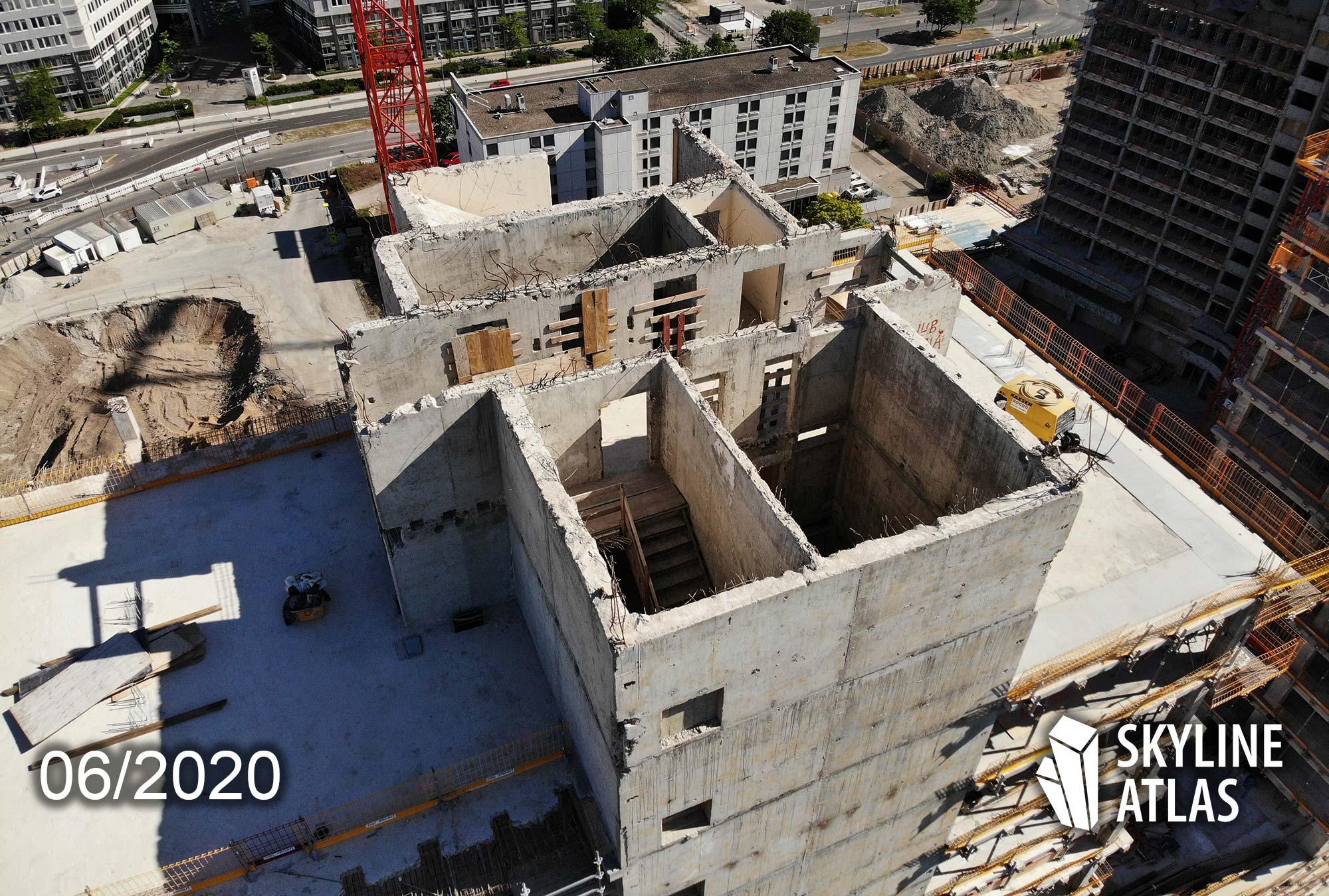 Blick auf die Betonstruktur - gut erkennbar sind sind das Treppenhaus und der Aufzugsschacht. New Frankfurt Towers Offenbach im Juni 2020