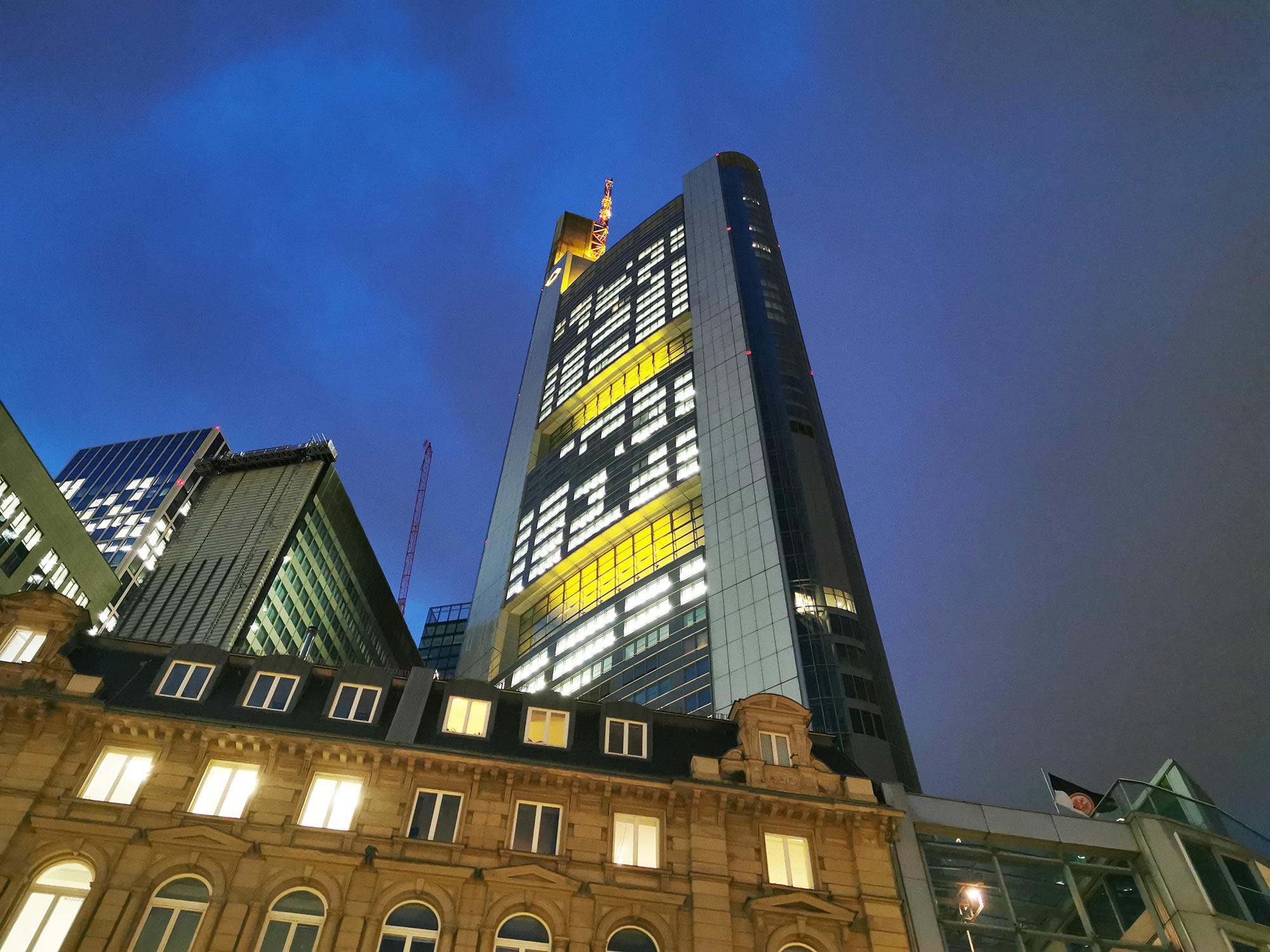 Commerzbank Zentrale - Hochhaus der Commerzbank AG in Frankfurt - Wolkenkratzer Frankfurt am Main - Commerzbank Tower