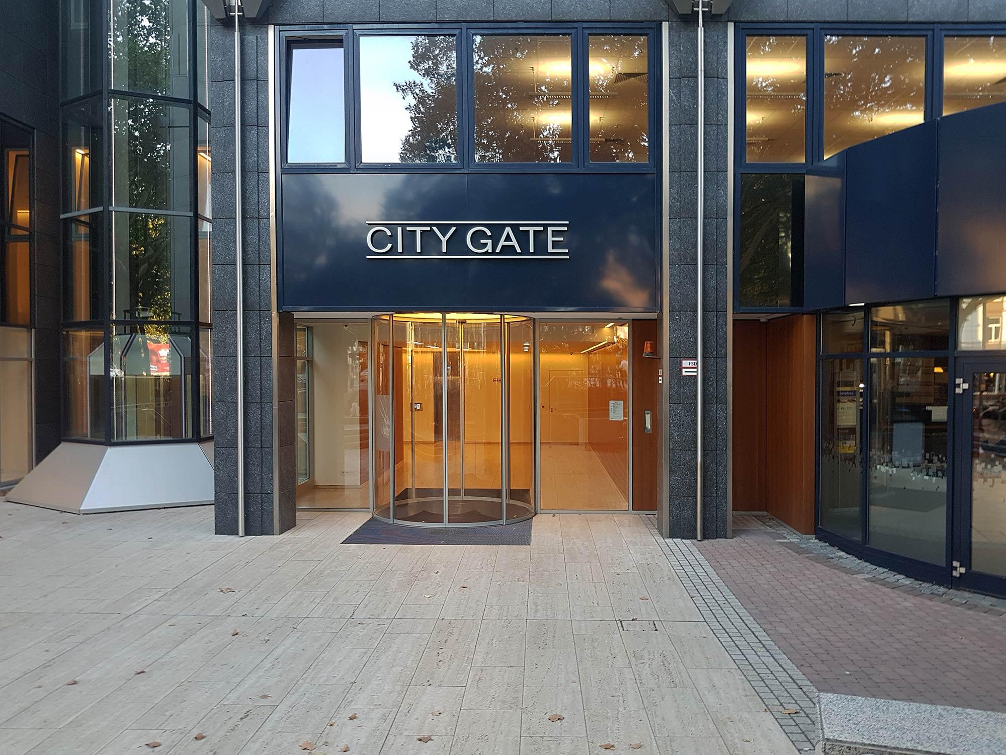 Frankfurt City Gate - Eingang zur Lobby und Fassade - BCN Hochhaus