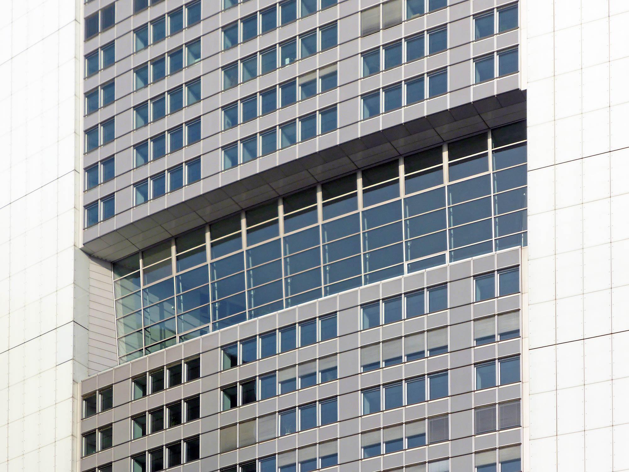 Hauptsitz der Commerzbank Aktiengesellschaft - Commerzbank Turm im Bankenviertel - Bürohochhaus Fassade - Wintergarten