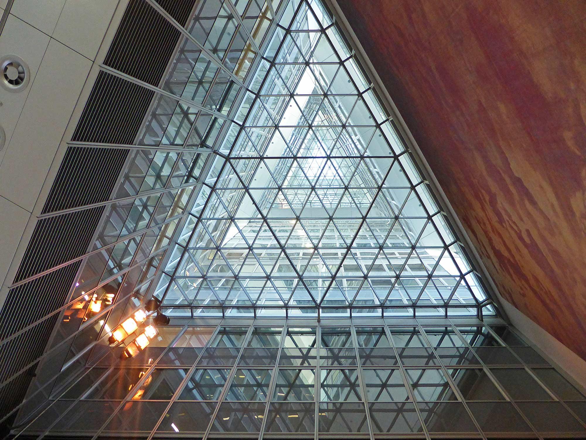Neubau der Commerzbank AG in Frankfurt von Sir Norman Foster - Commerzbank Tower Lobby - Commerzbank Hochhaus Eingangshalle und Wintergärten