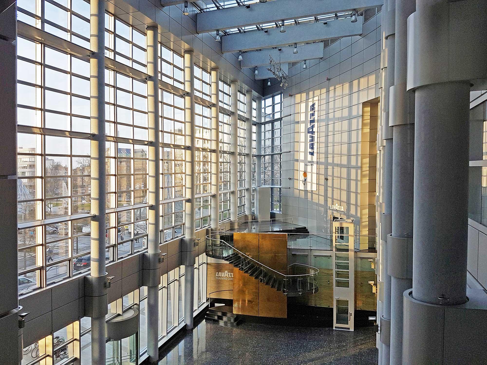 Pollux Frankfurt am Main - Wolkenkratzer - Buero-Vermietung - Innenansicht - Lobby - Eingangsbereich