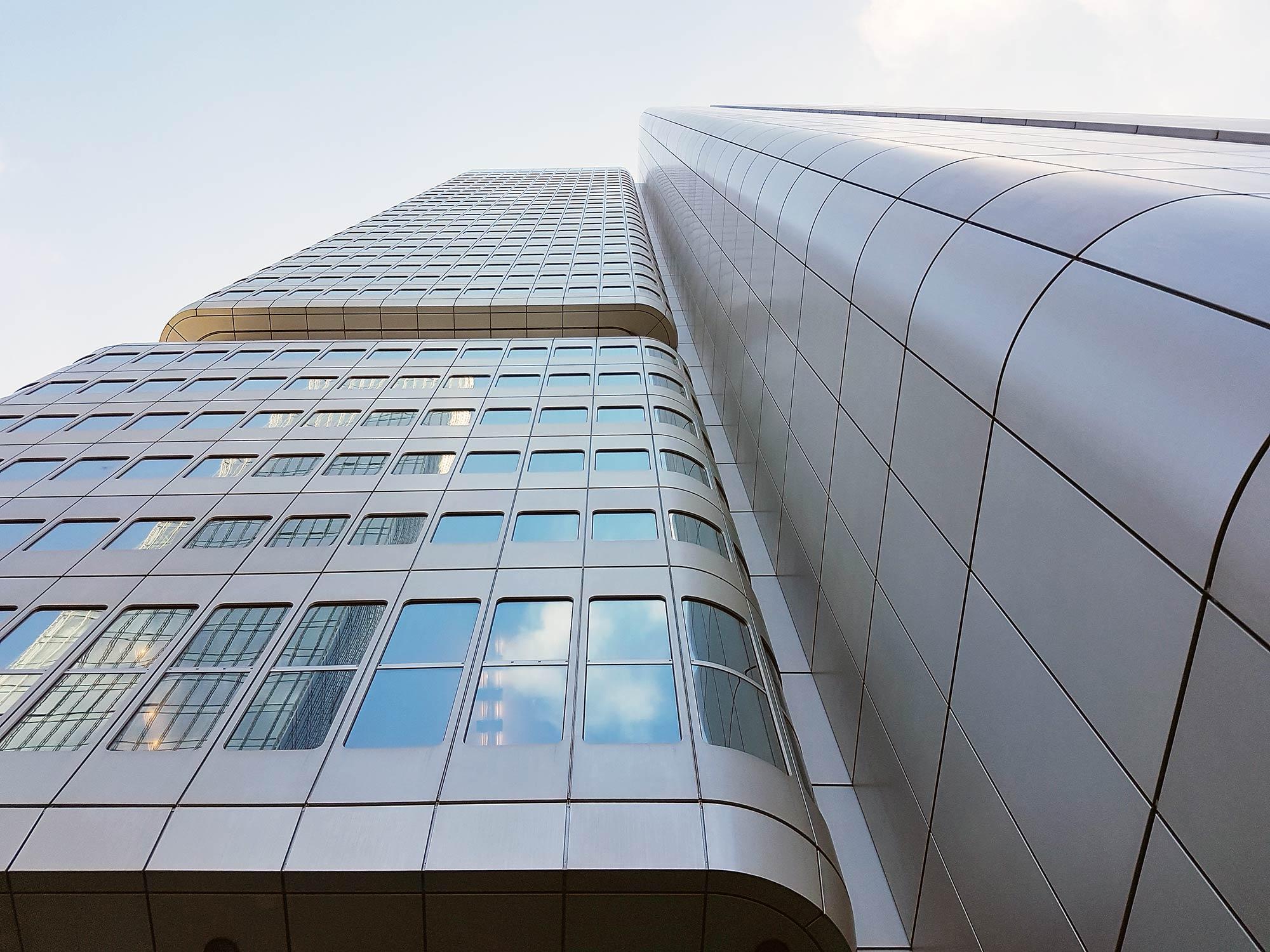Silberturm Frankfurt - Fassade vom Deutsche Bahn Hochhaus im Bahnhofsviertel